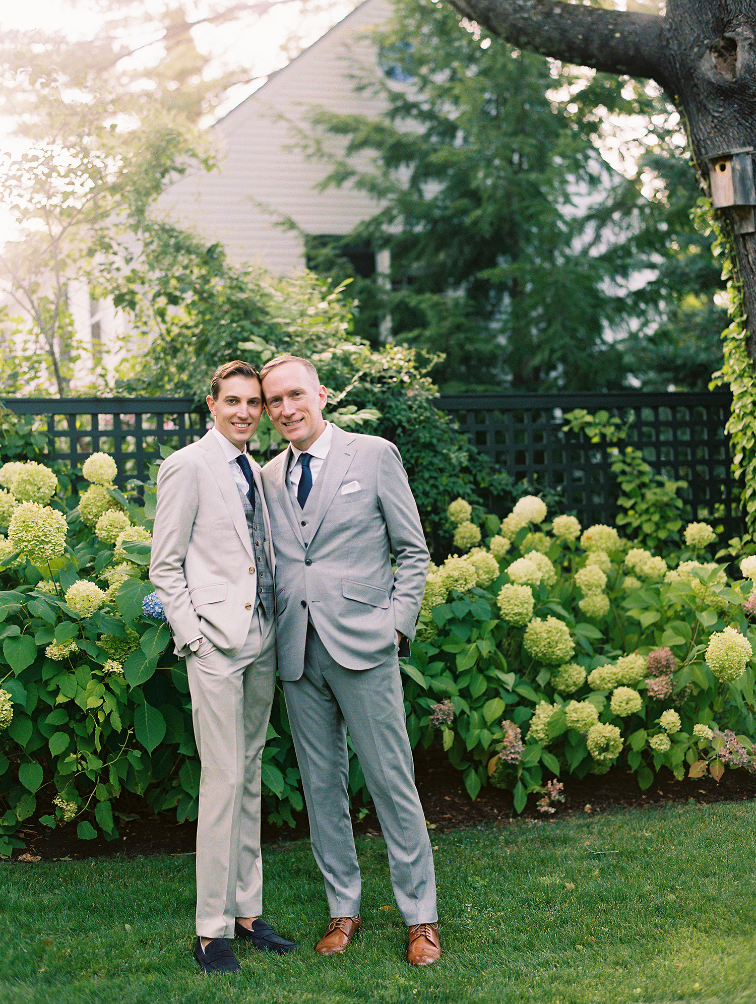 charles andrew wedding portrait outdoor hydrangea backdrop