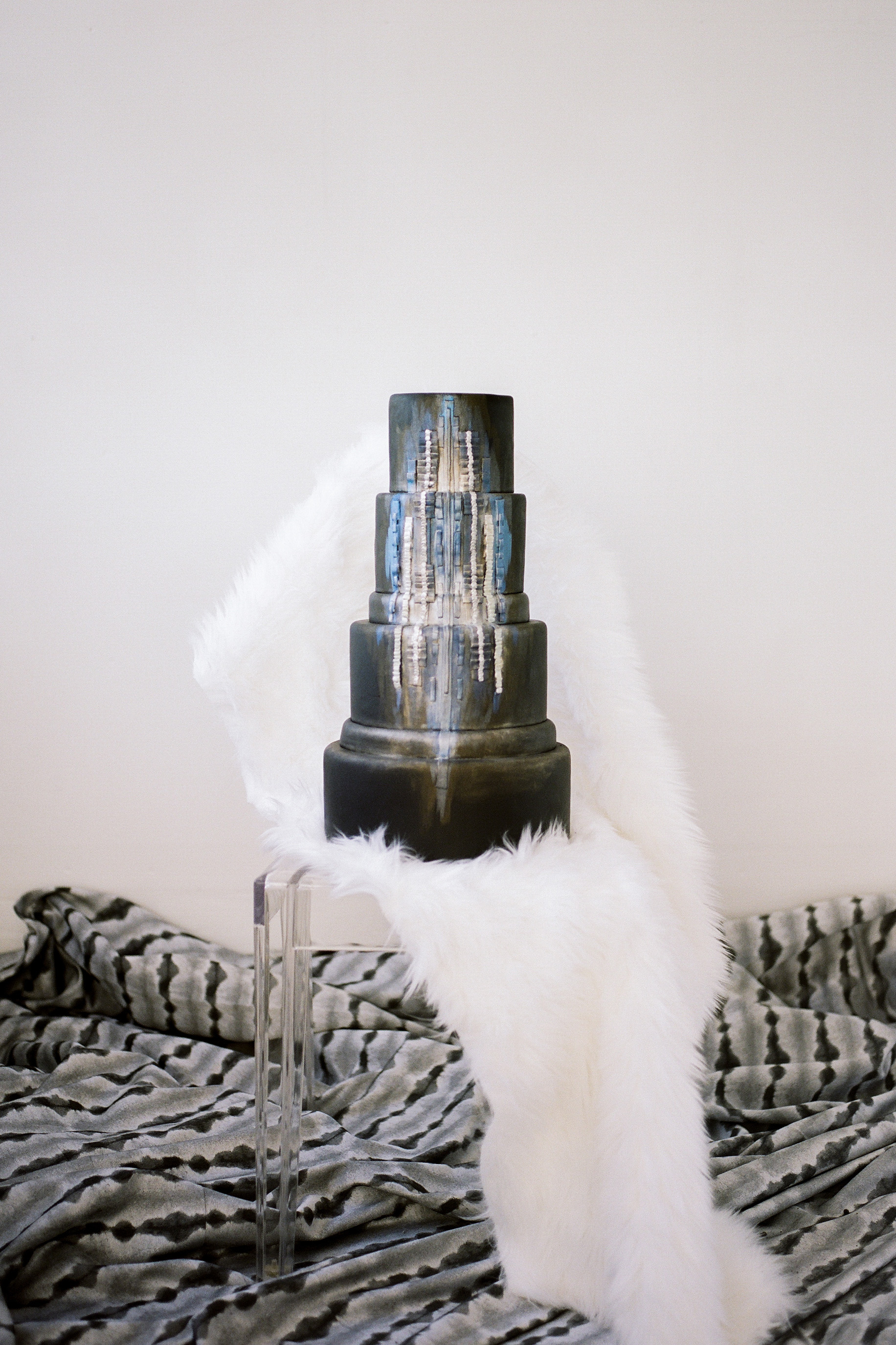 black wedding cake anna delores photography mjbcakes