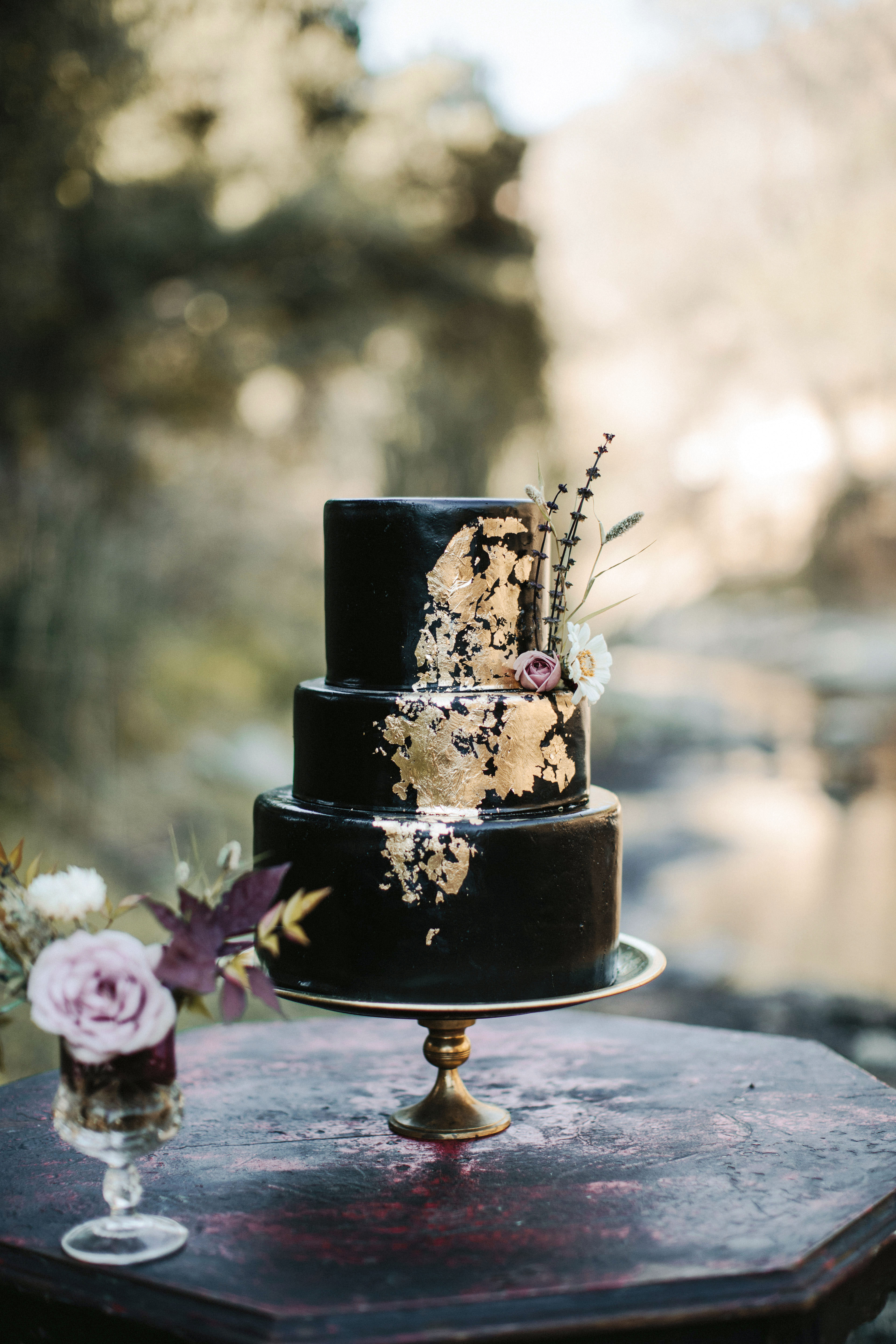 black wedding cake tyler branch frostitcakery