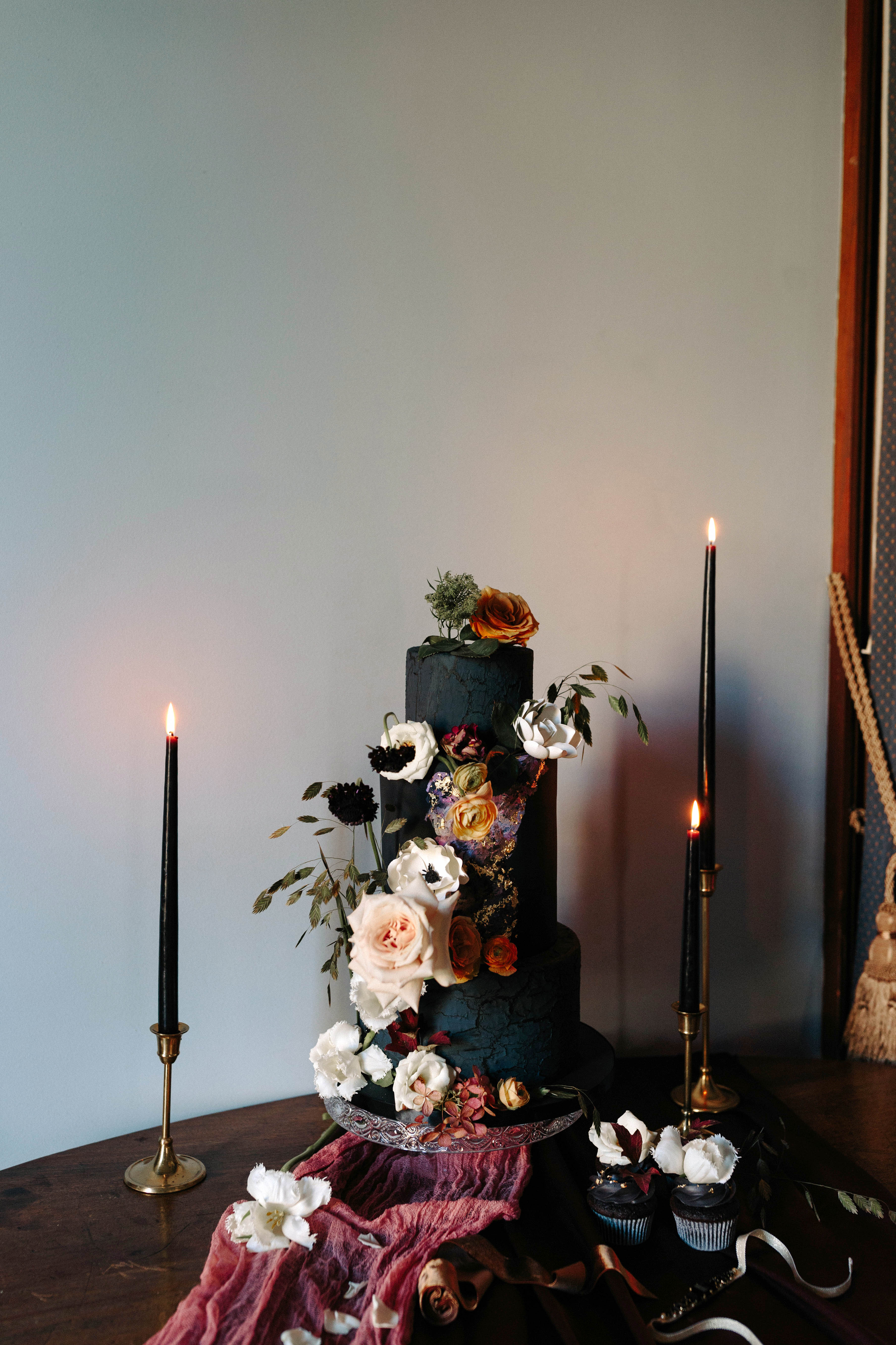 black wedding cake ryanne hollies ledolci