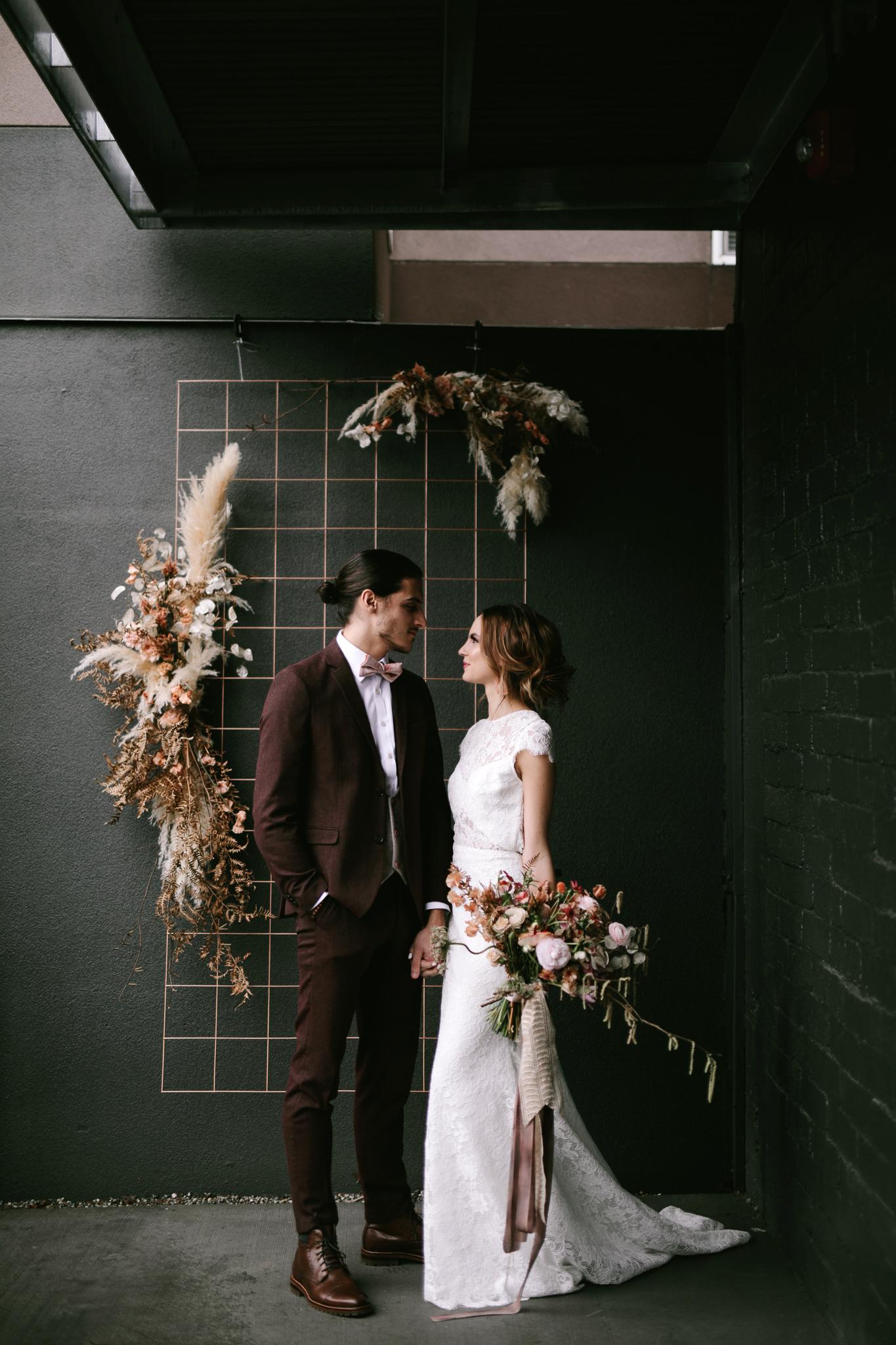 bouquet wraps couple flowers