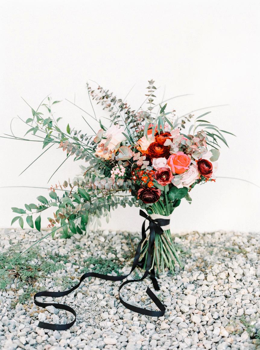 bouquet wraps flowers red black ribbon