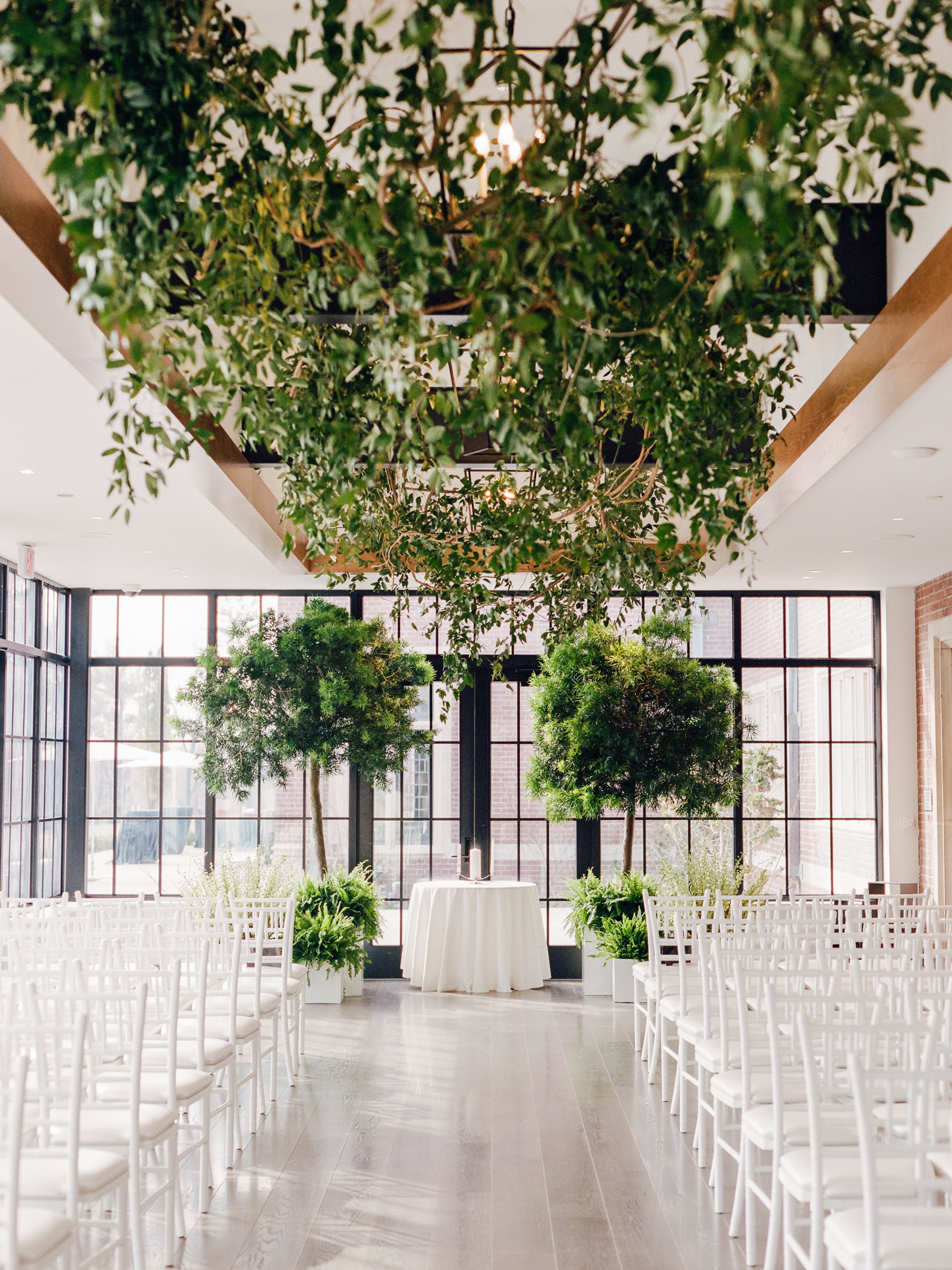 This Couple Brought the Outdoors in for Their Spring Wedding in New Jersey