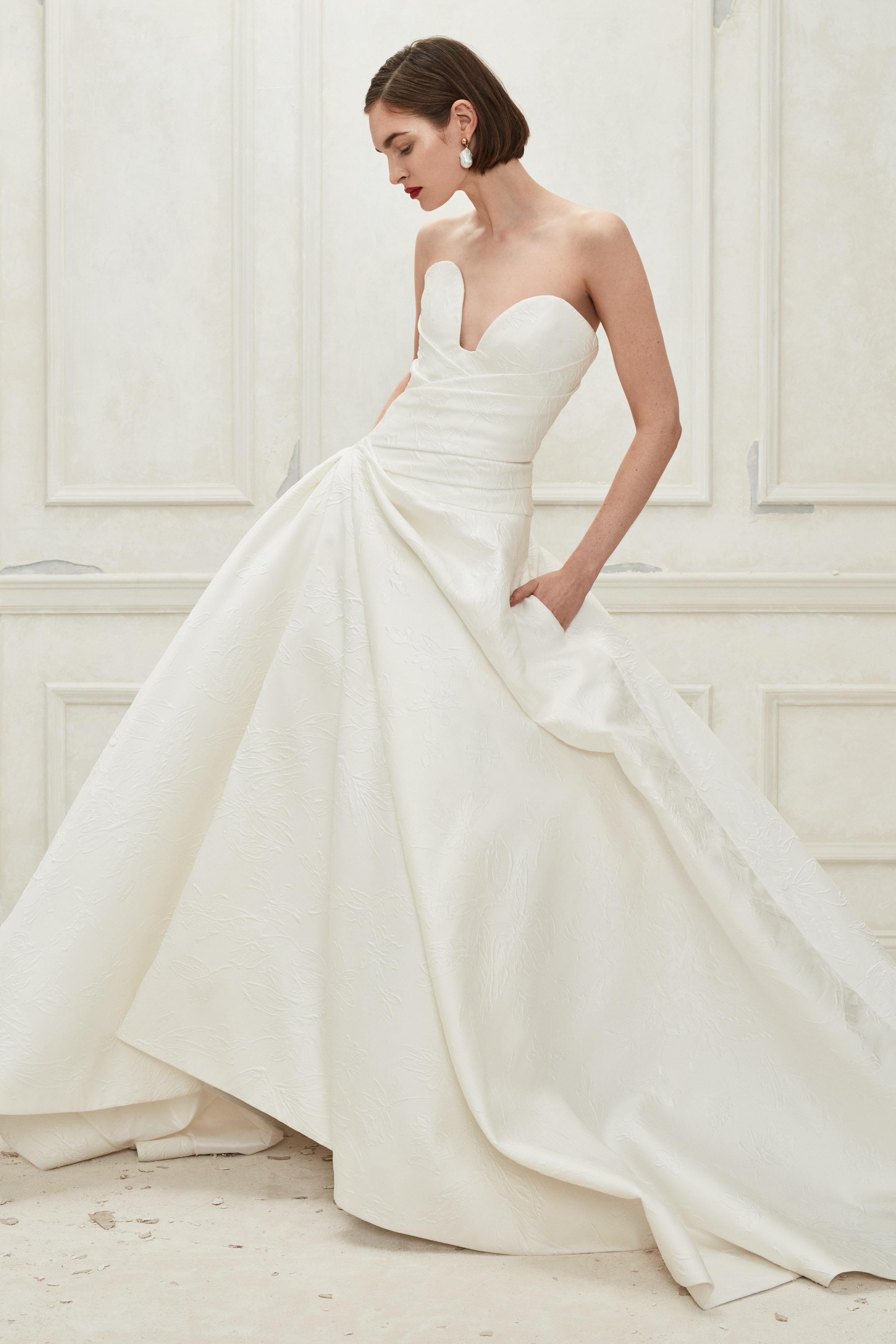 Oscar de la Renta sweetheart ball gown wedding dress fall 2019