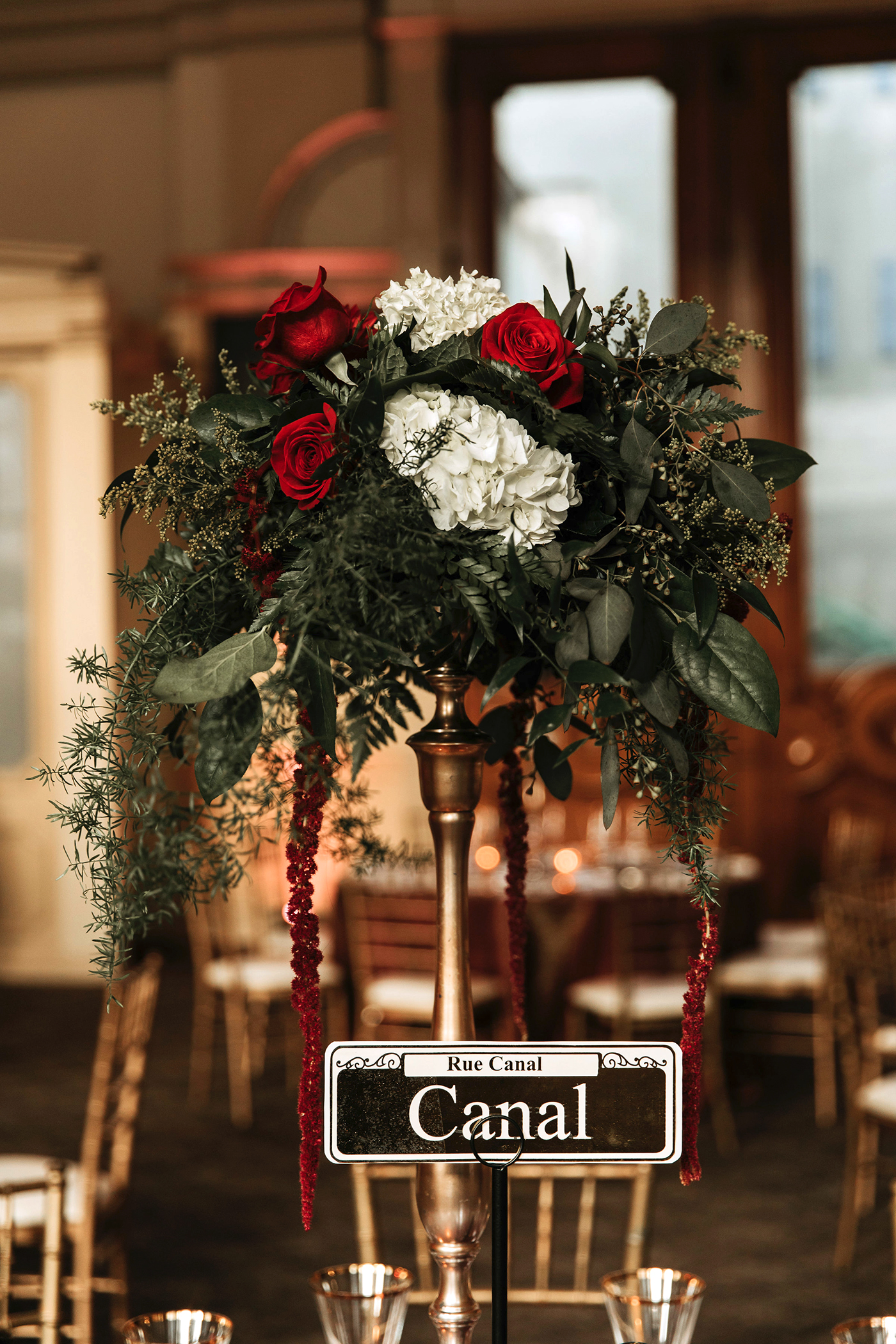 joe tim new orleans wedding roses centerpiece