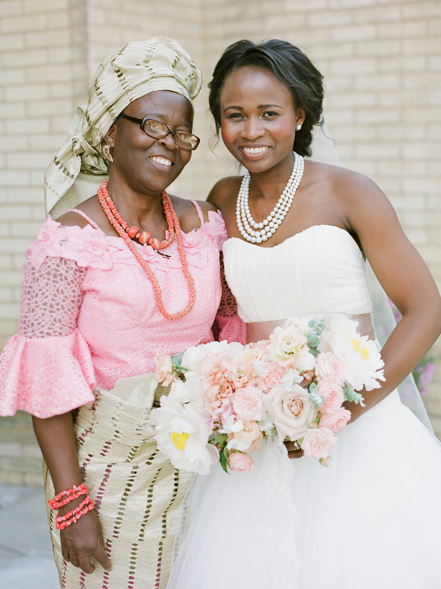 anwuli patrick wedding bride with mom