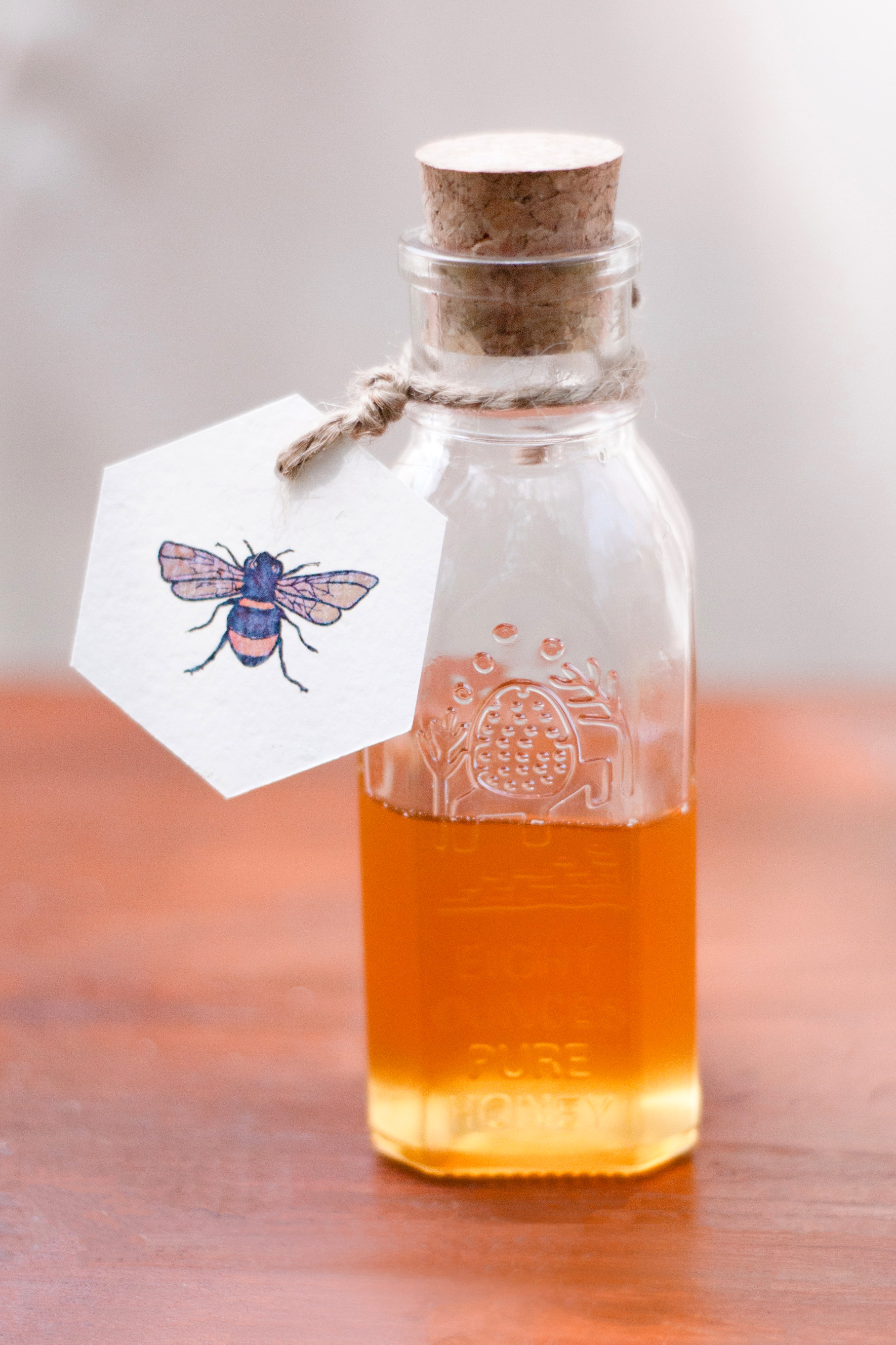 bee wedding ideas honey in glass gar with cork