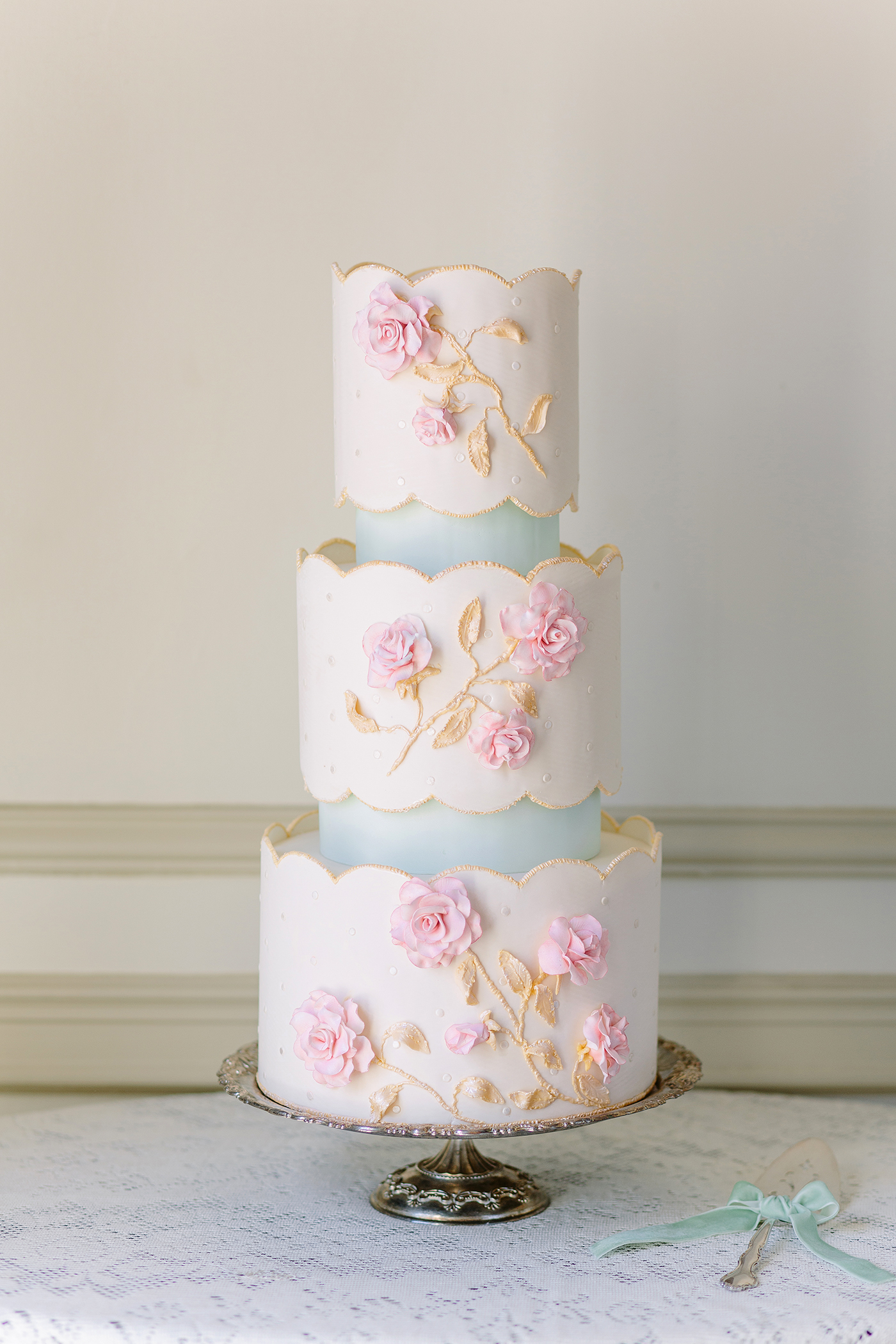 scalloped wedding decor wedding cake
