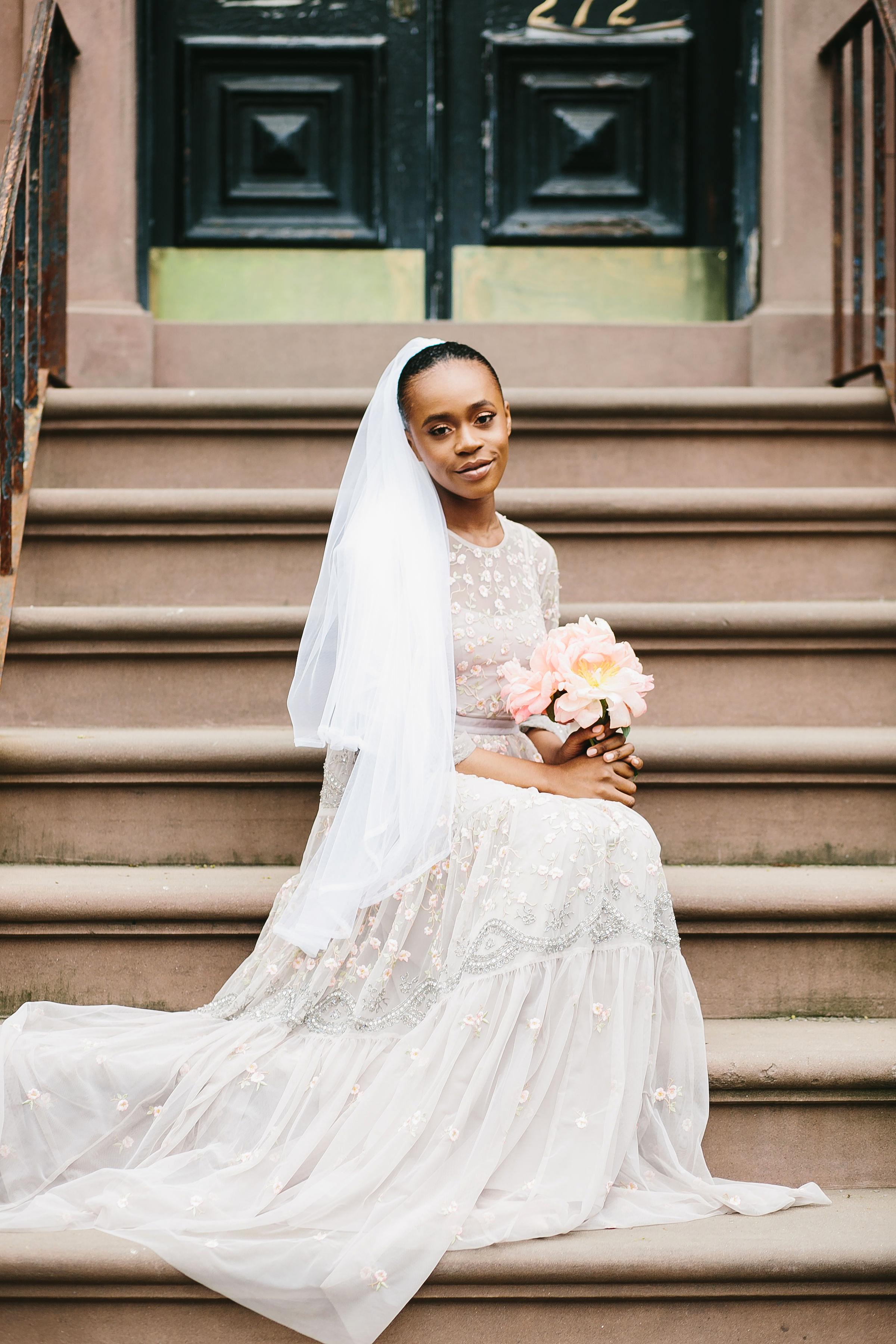 lola quinlan elopement bride on steps