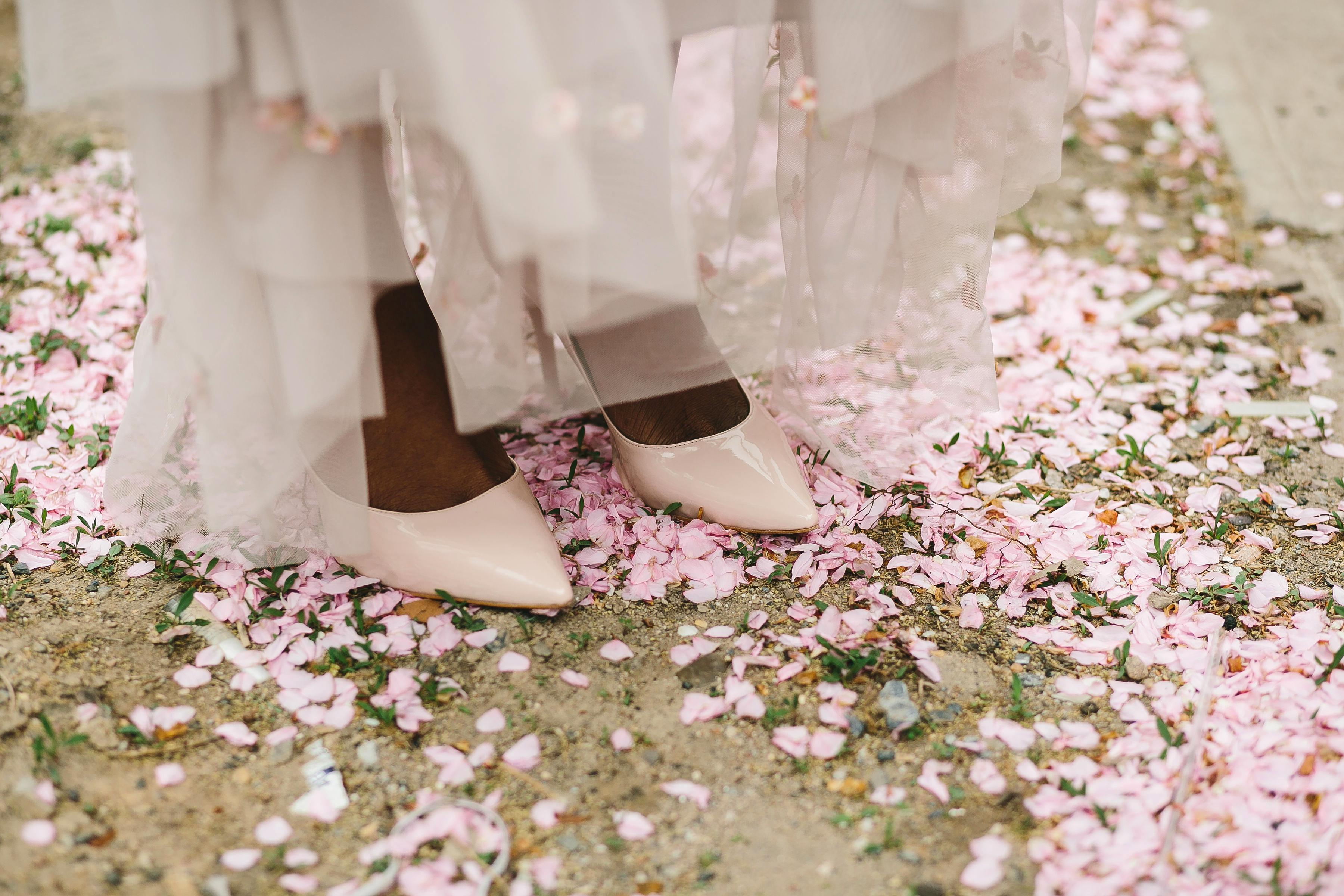 lola quinlan elopement bride shoes petals