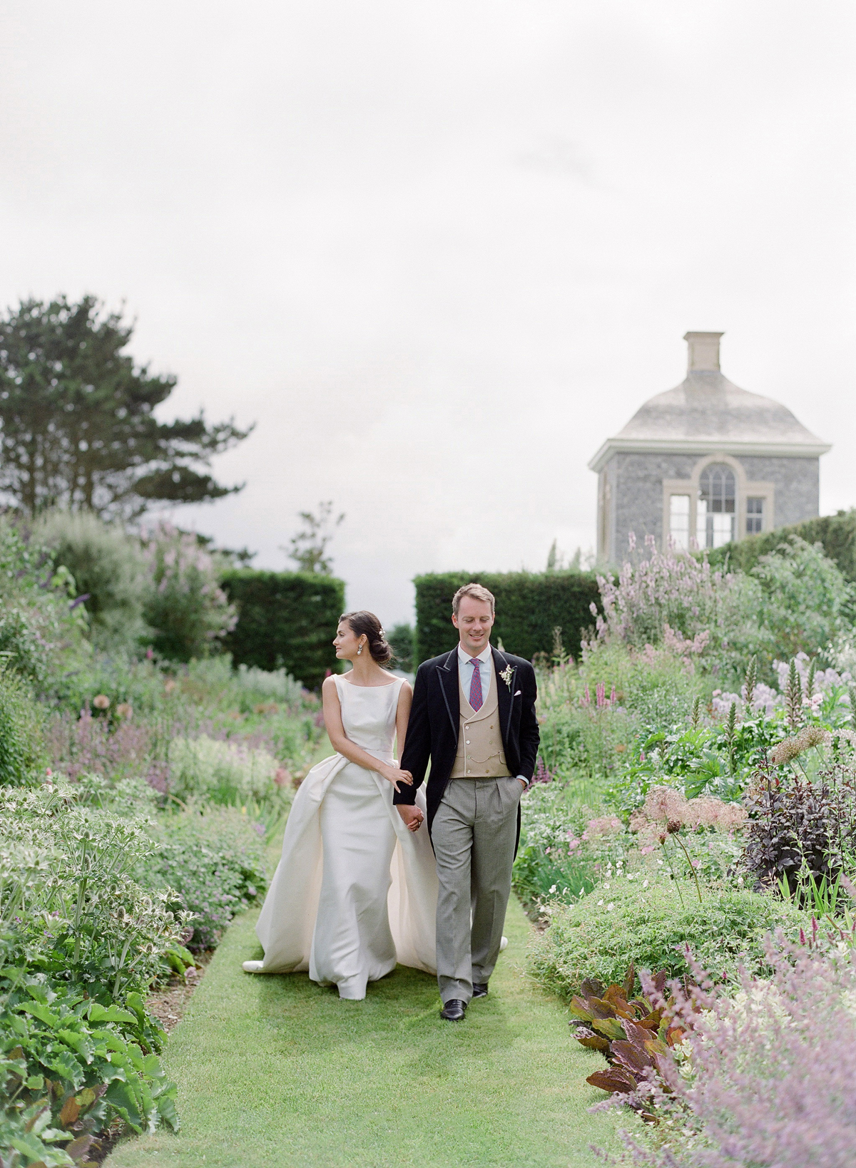 A Classic English Garden Wedding with a Green-and-White Color Palette