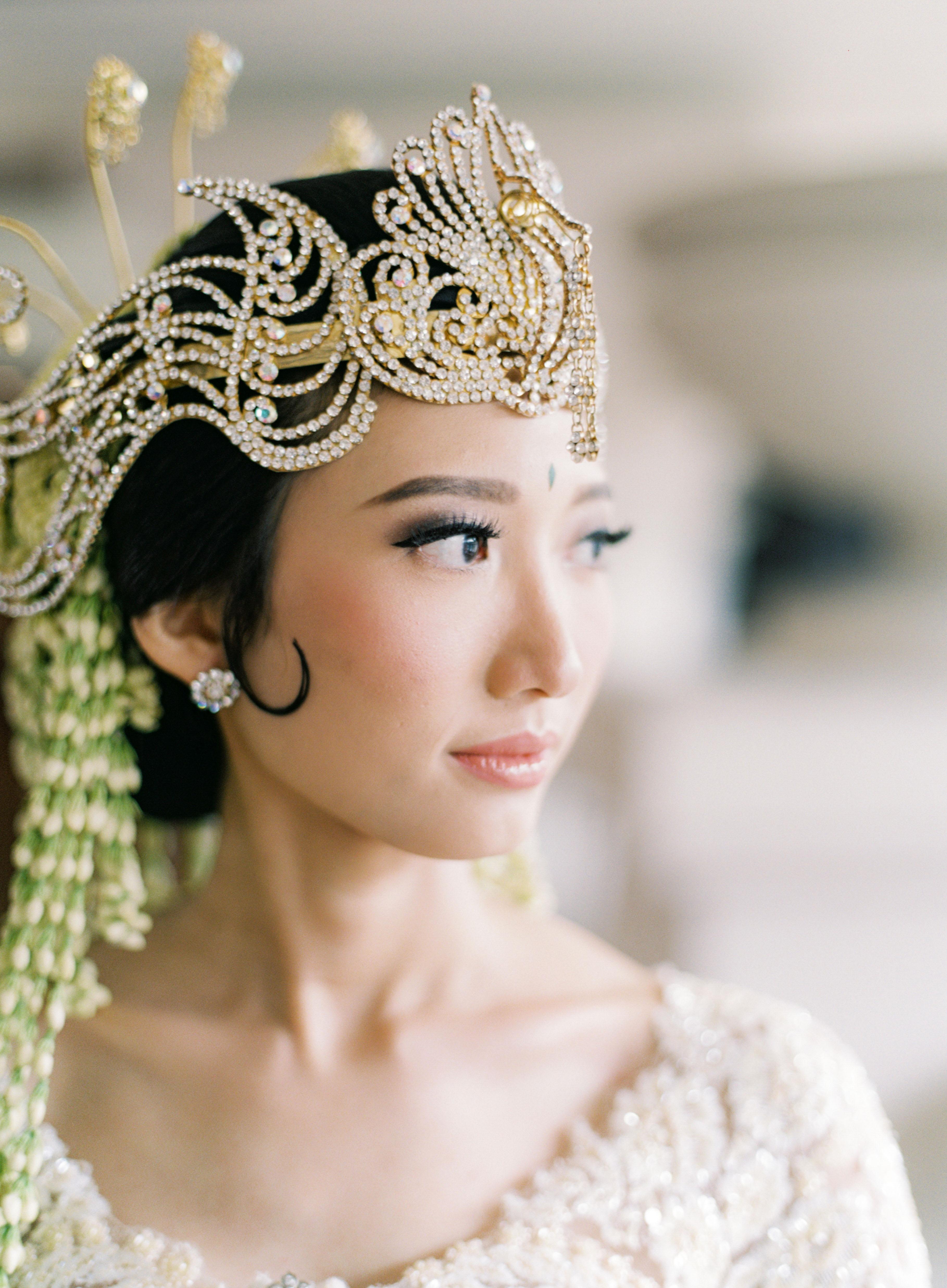wedding bride diamond cut leaf and sparkling tiara