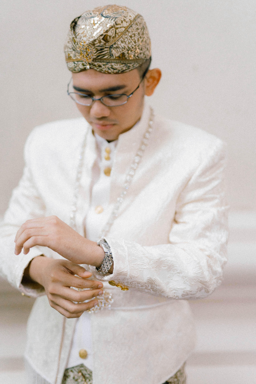 wedding groom wedding attire and accessories male headdress