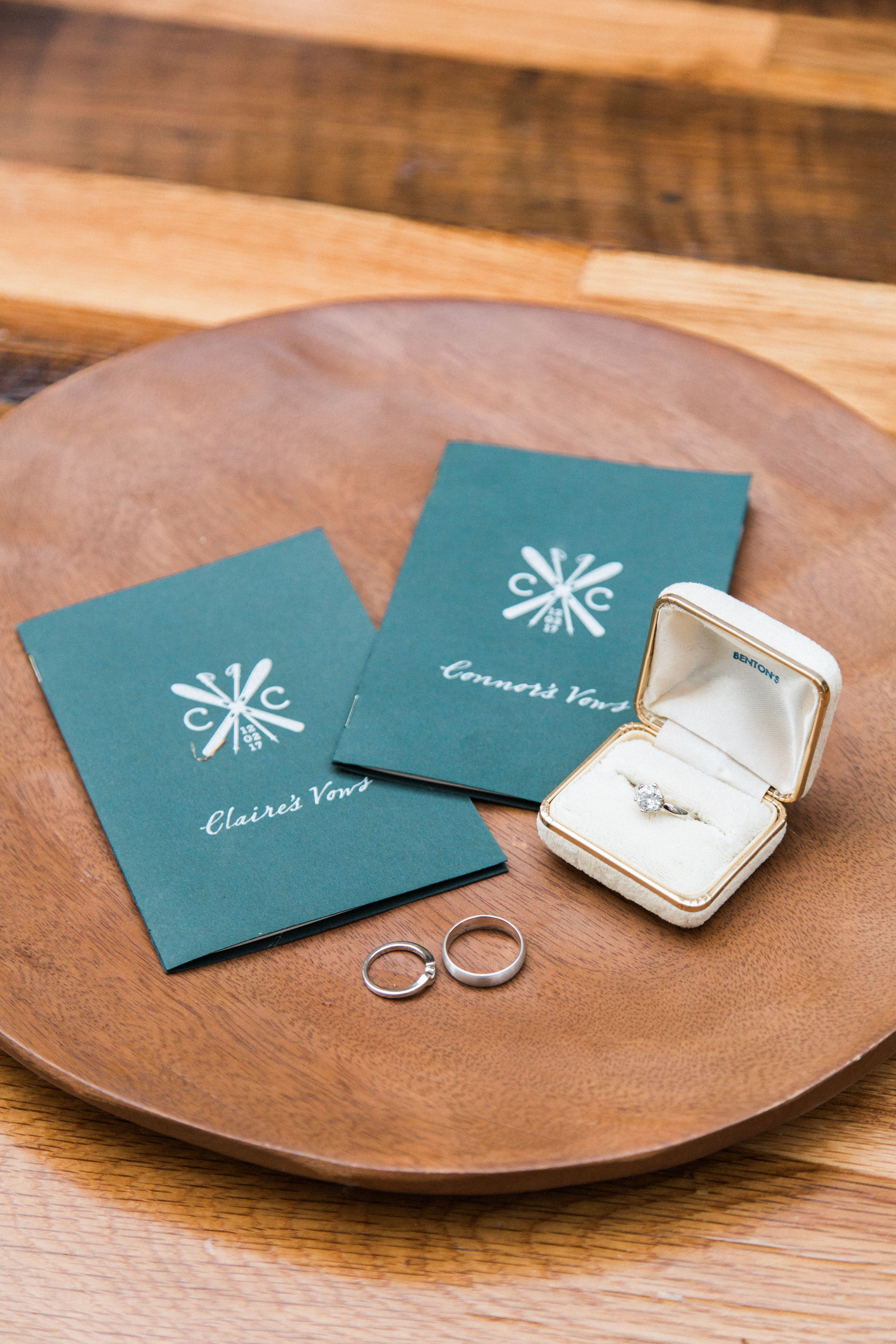 green cover vow books with wedding bands