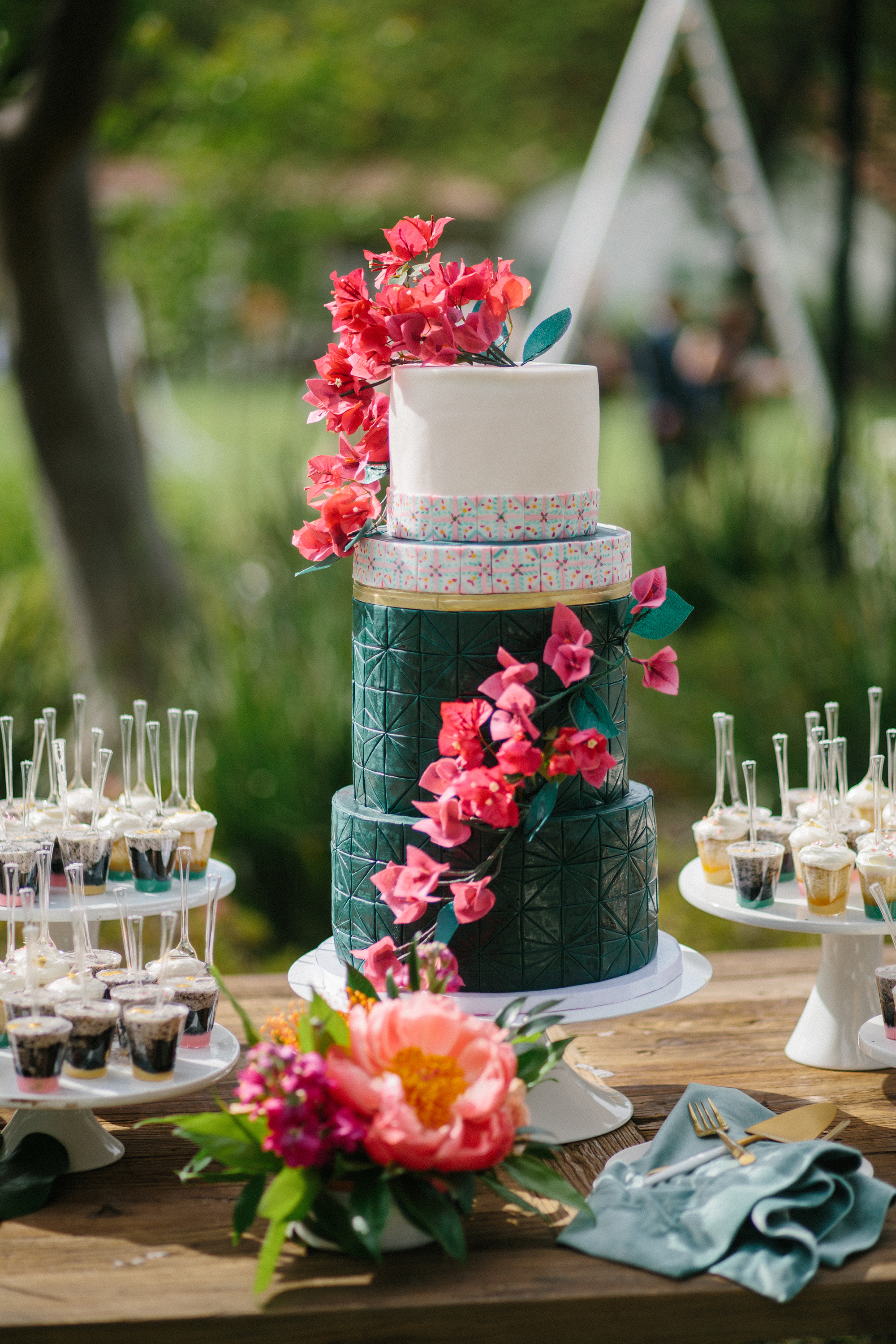6 Things to Know If You Want a Colorful Wedding Cake