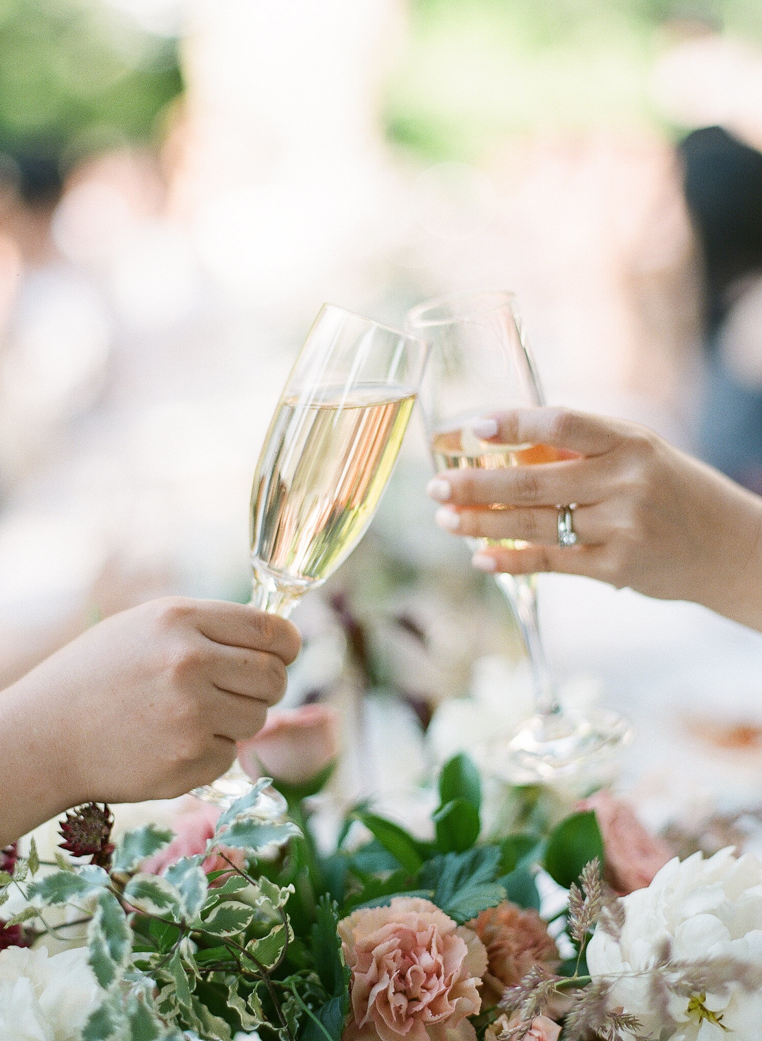 4 Ideas for an Unforgettable Champagne Toast at Your Wedding