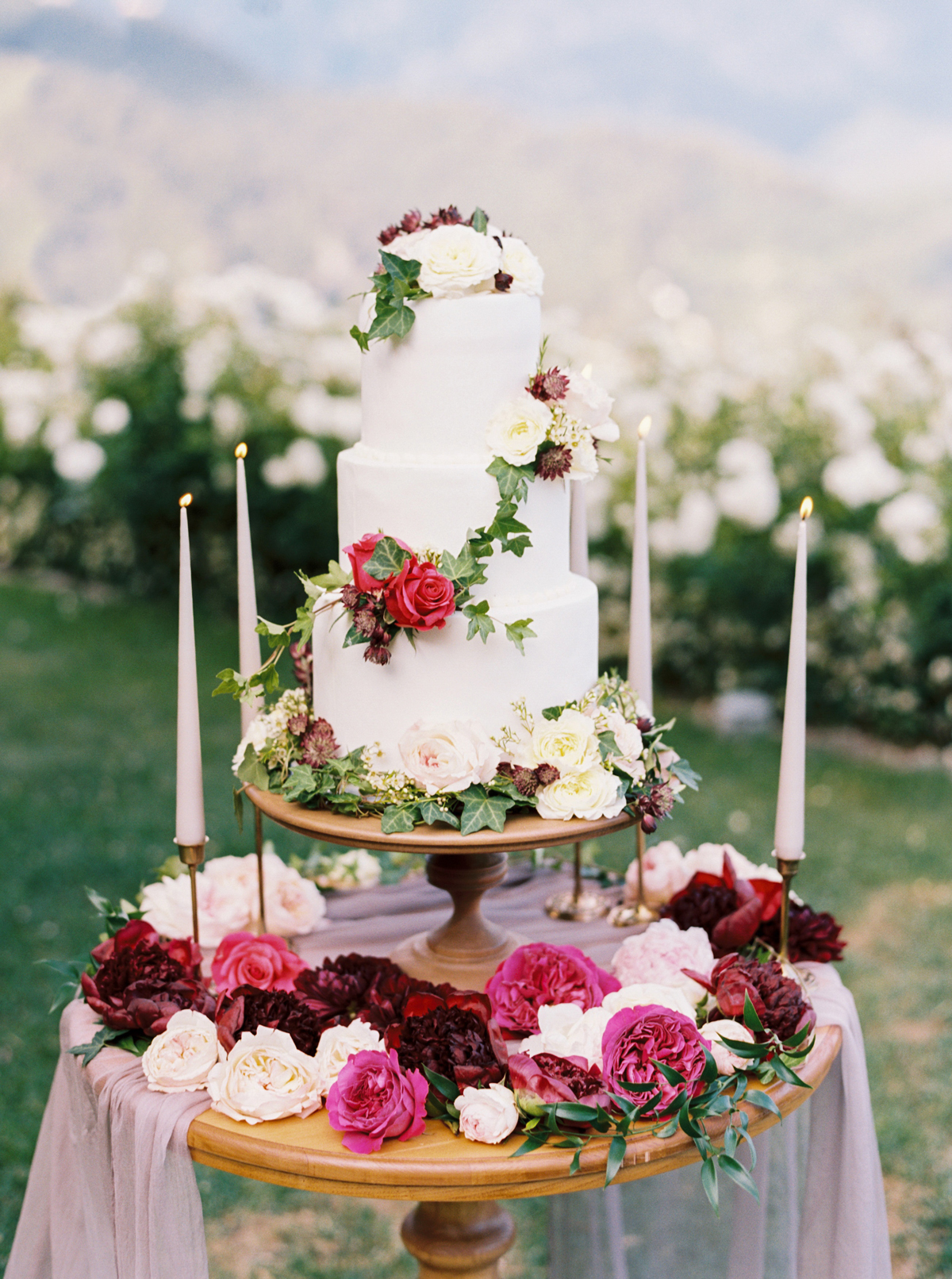 allie and joe italy wedding white wedding cake decorated with roses