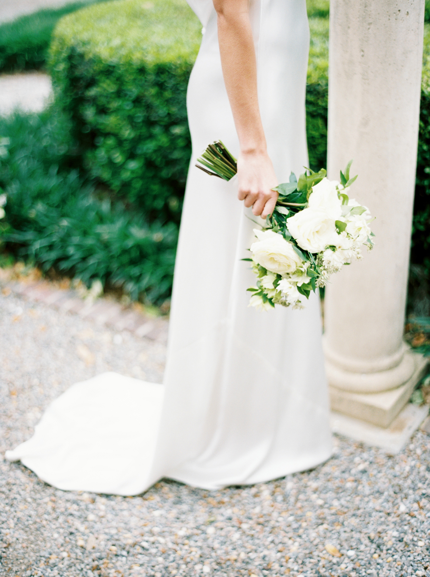 simple white and green floral bouquet