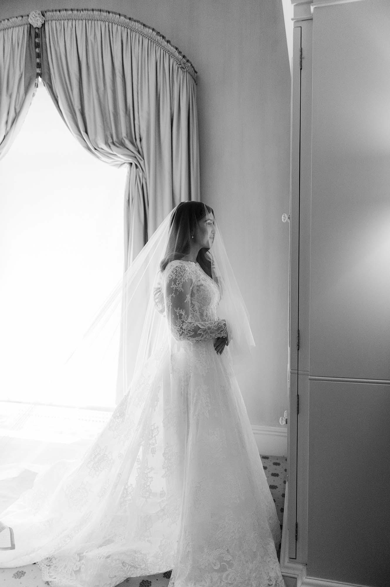 bride wearing monique lhuillier wedding dress and veil