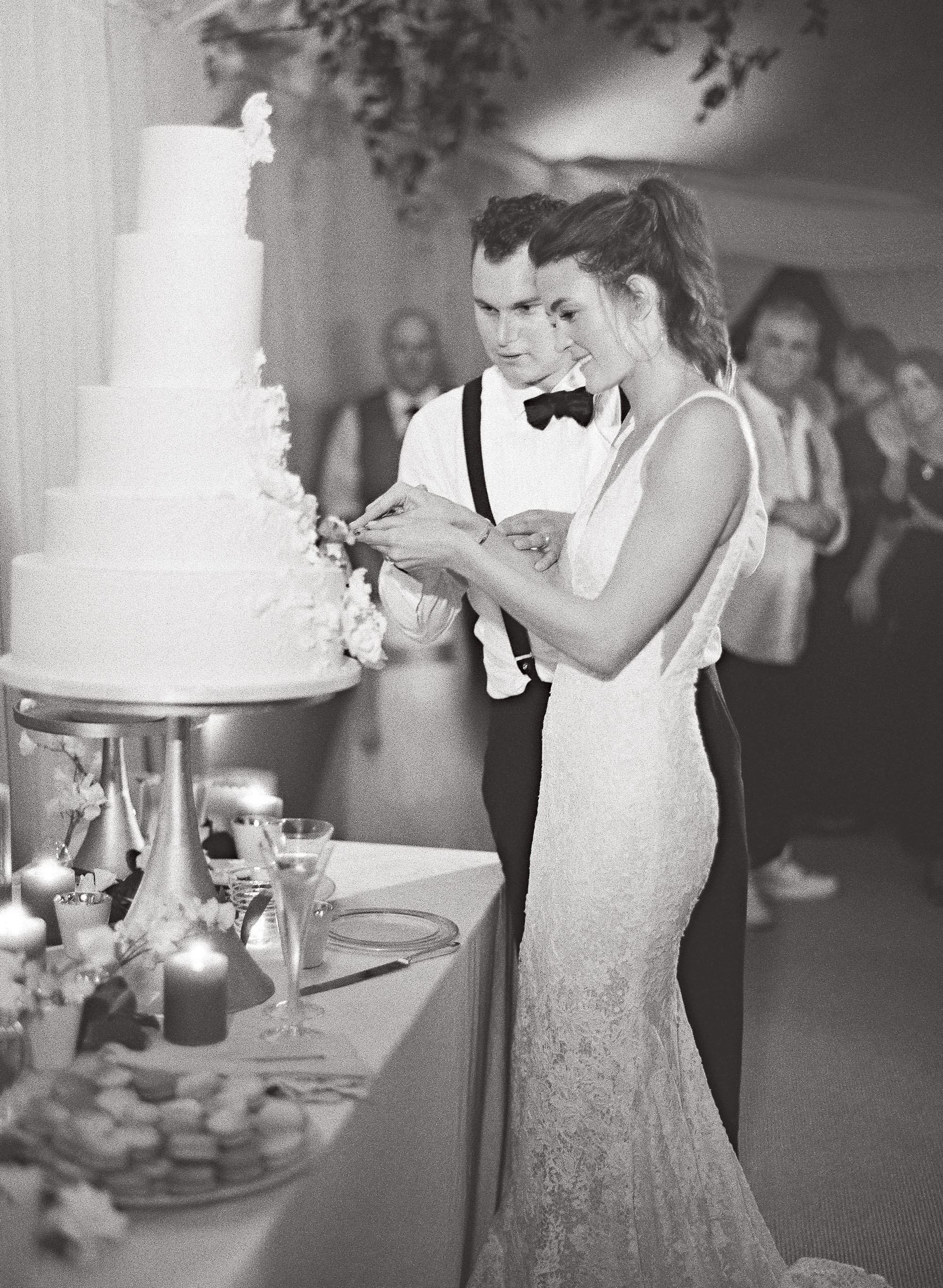 kelsey joc wedding santa barbara california cutting cake
