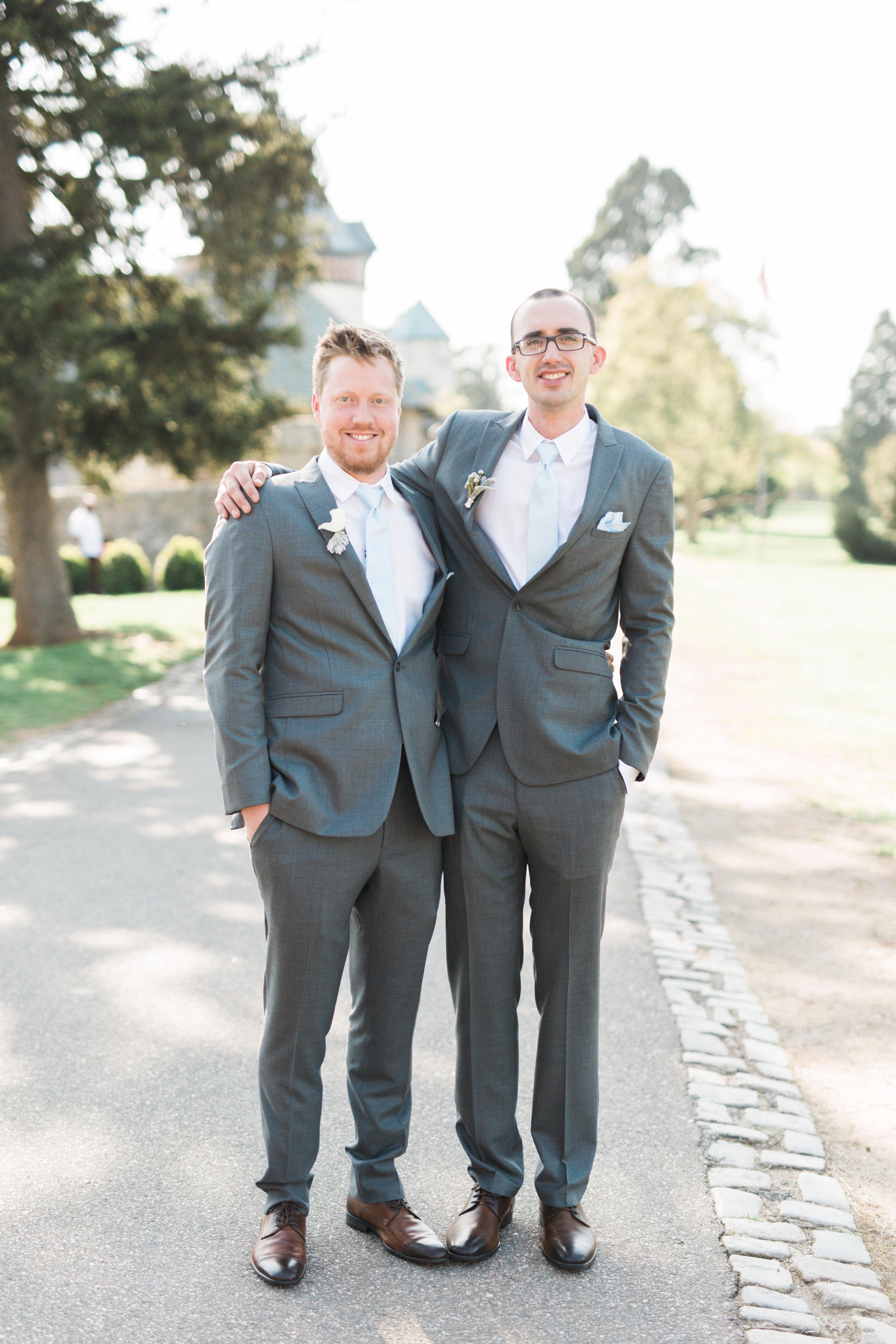wedding groom groomsman pose outdoors