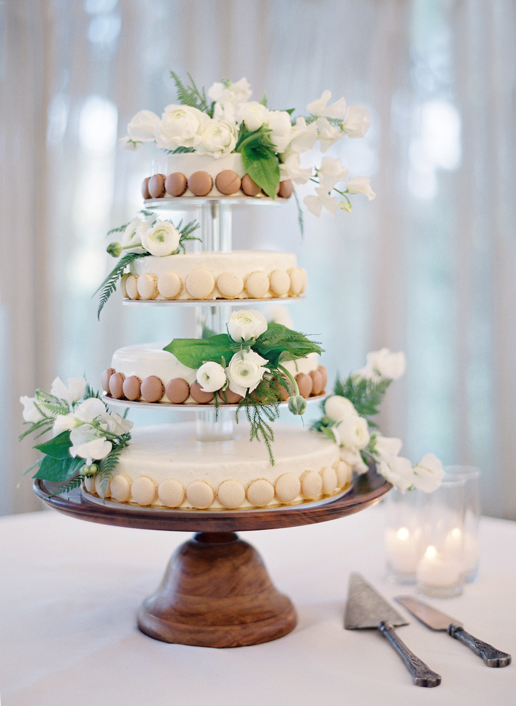 tiered cake with macaron border