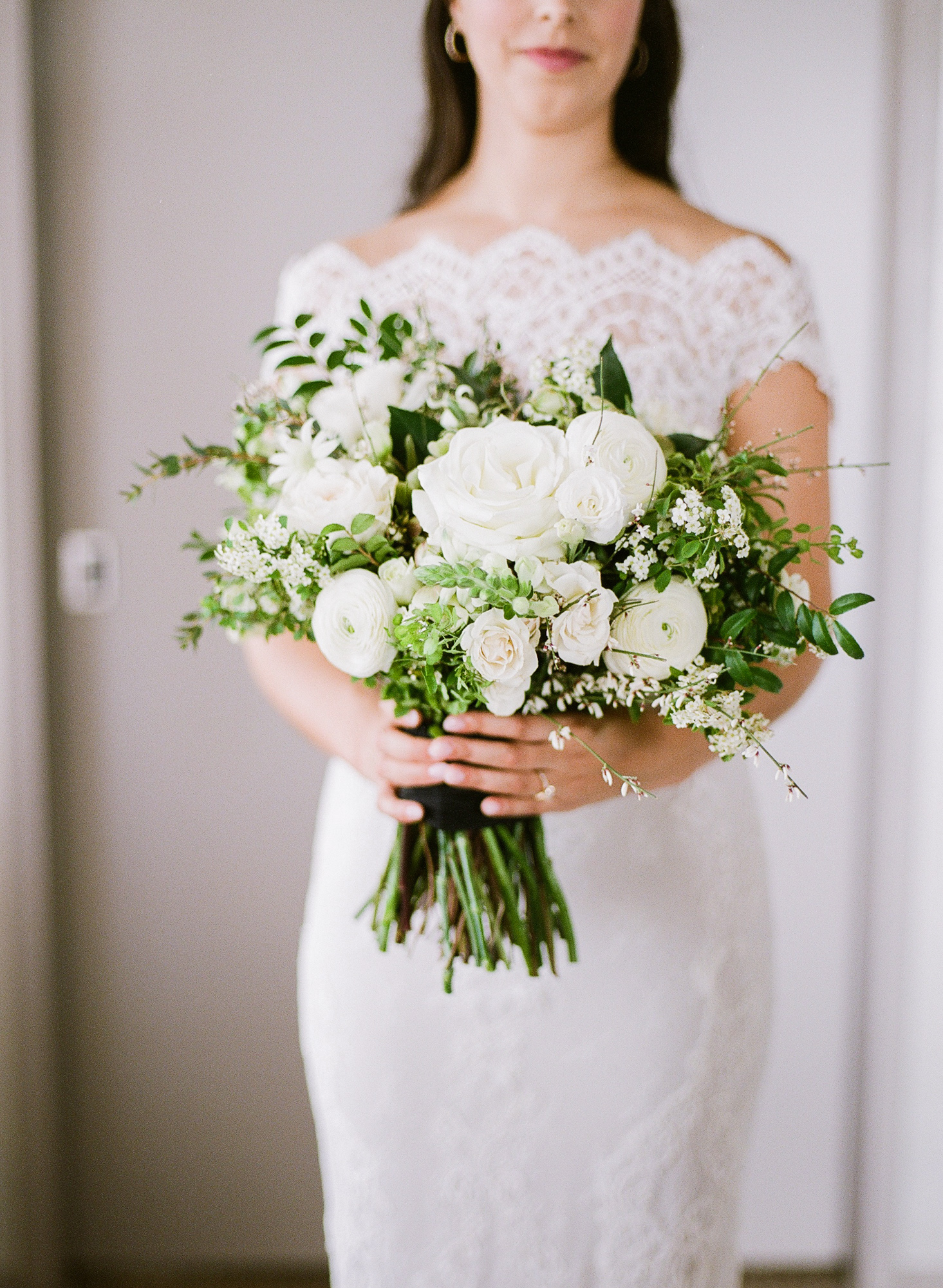 wedding bride all white bouquet