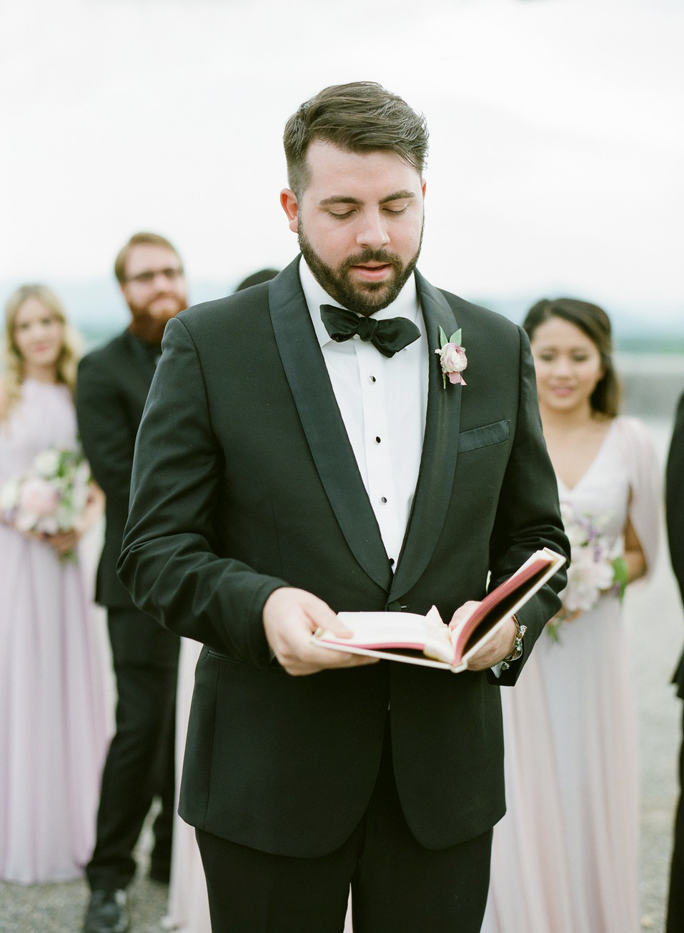 What Should a Wedding Officiant Wear to the Ceremony?