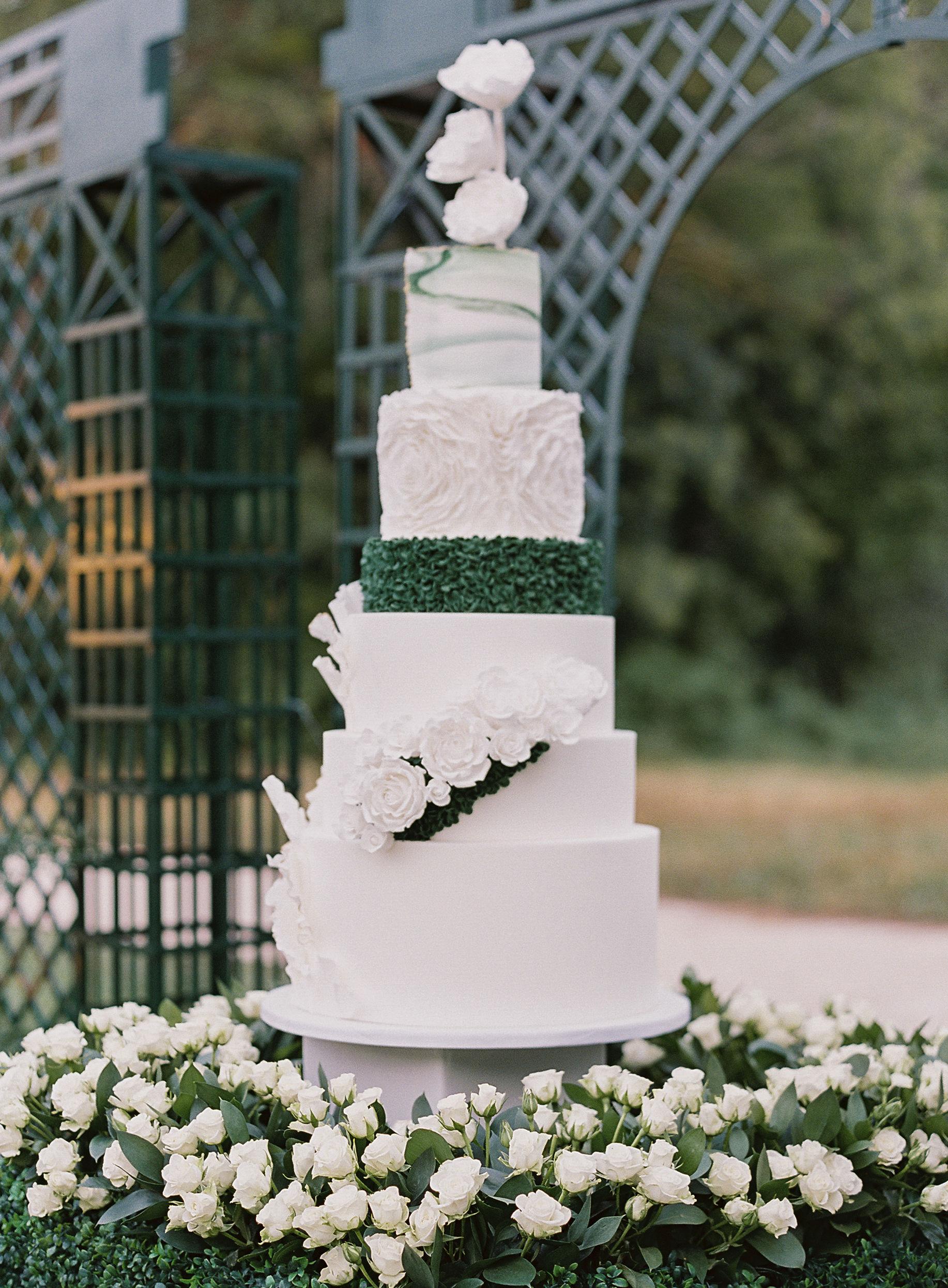 janet patrick wedding cake in garden