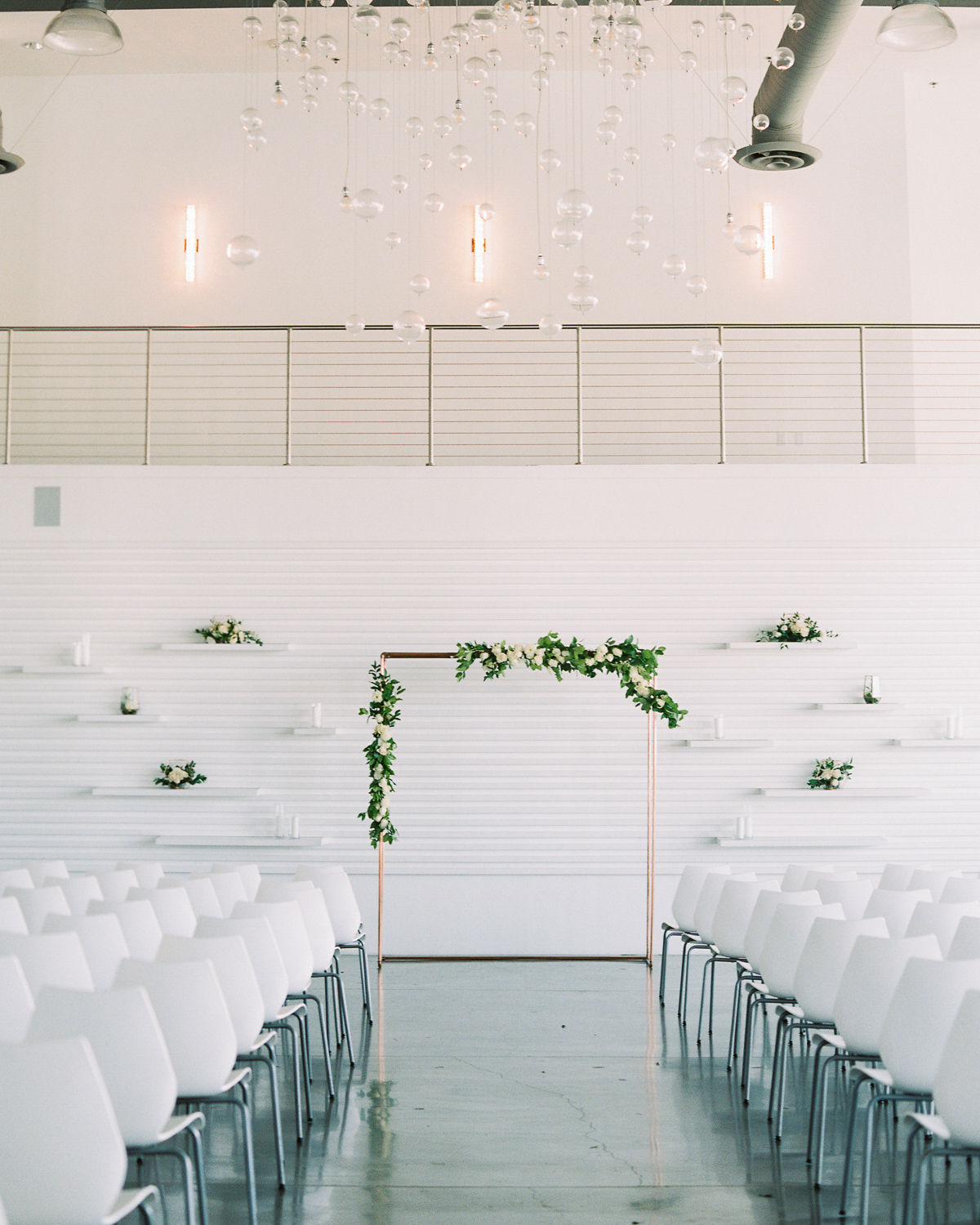 A Modern California Wedding with a White-and-Gray Color Palette