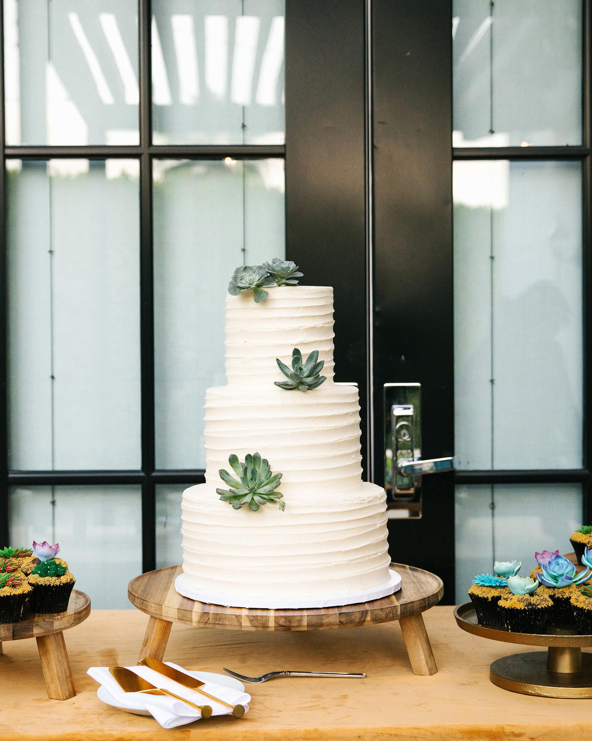 michael thomas wedding cake display