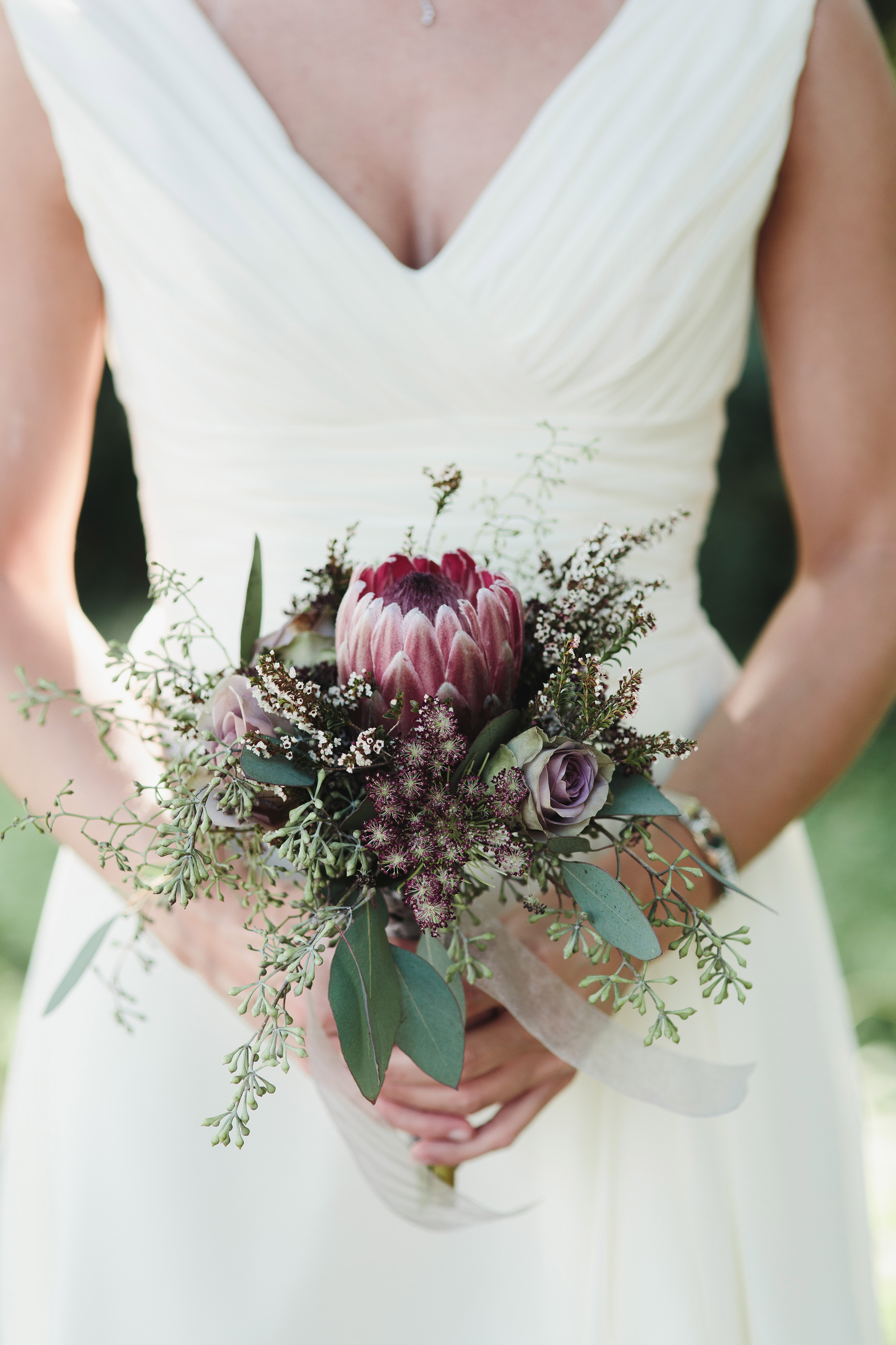 18 Petite Wedding Bouquets That Make a Big Statement