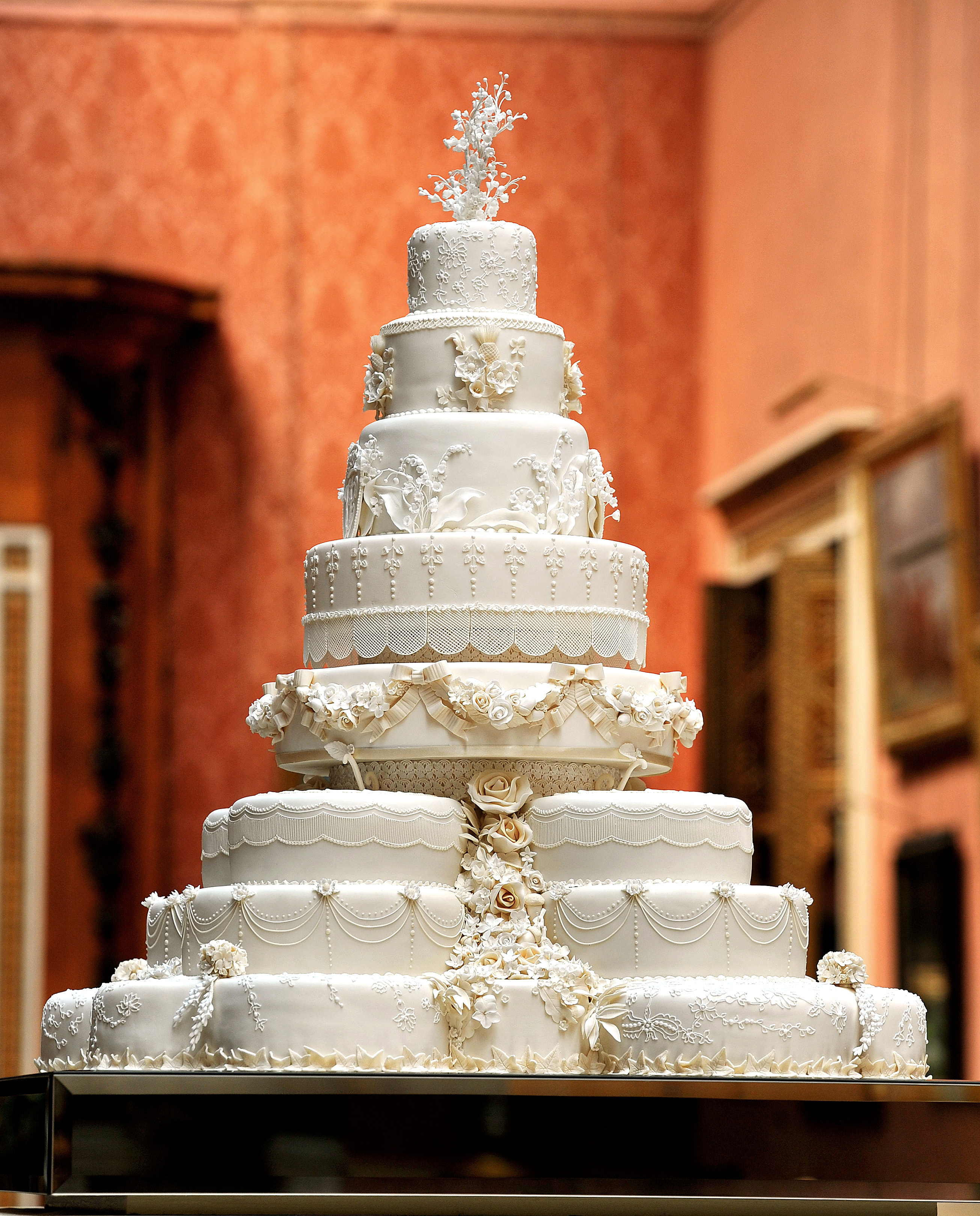 Serve Up a Traditional Wedding Cake