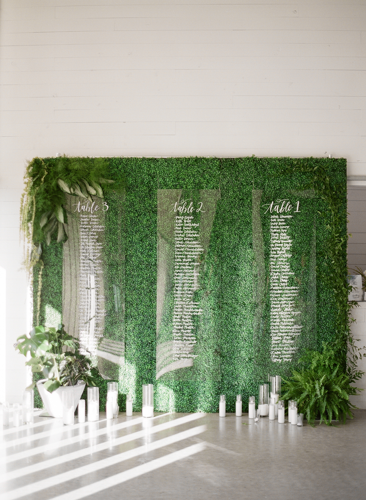 wedding plant wall boxwood and transparent seating charts