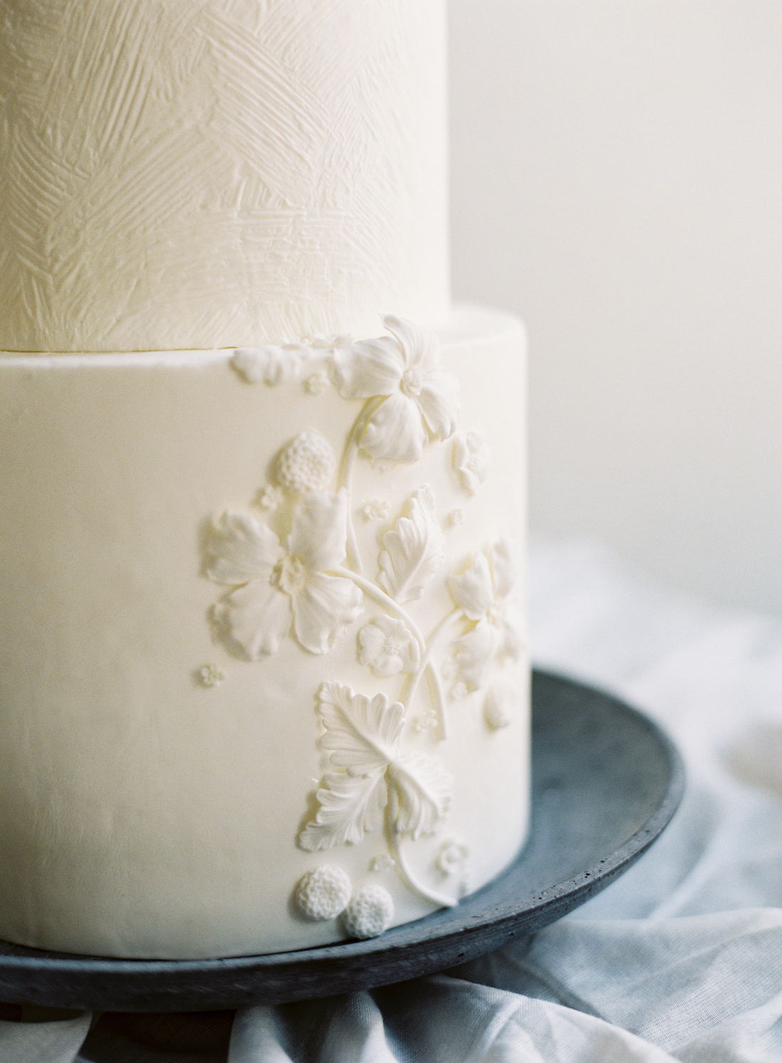 white frosted dandelion vines design wedding cake