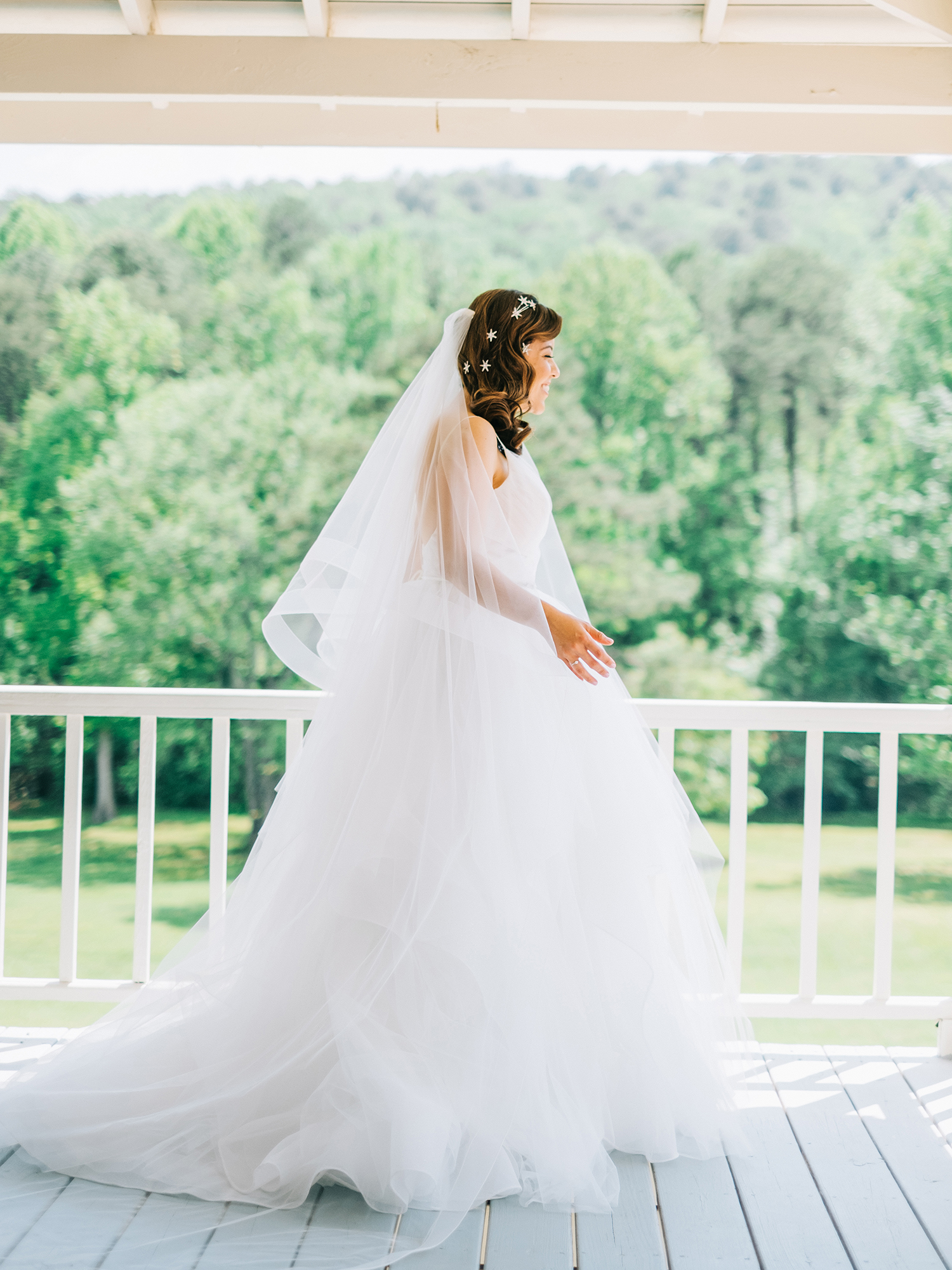 A Guest's Guide to Communicating with the Bride on Her Wedding Day