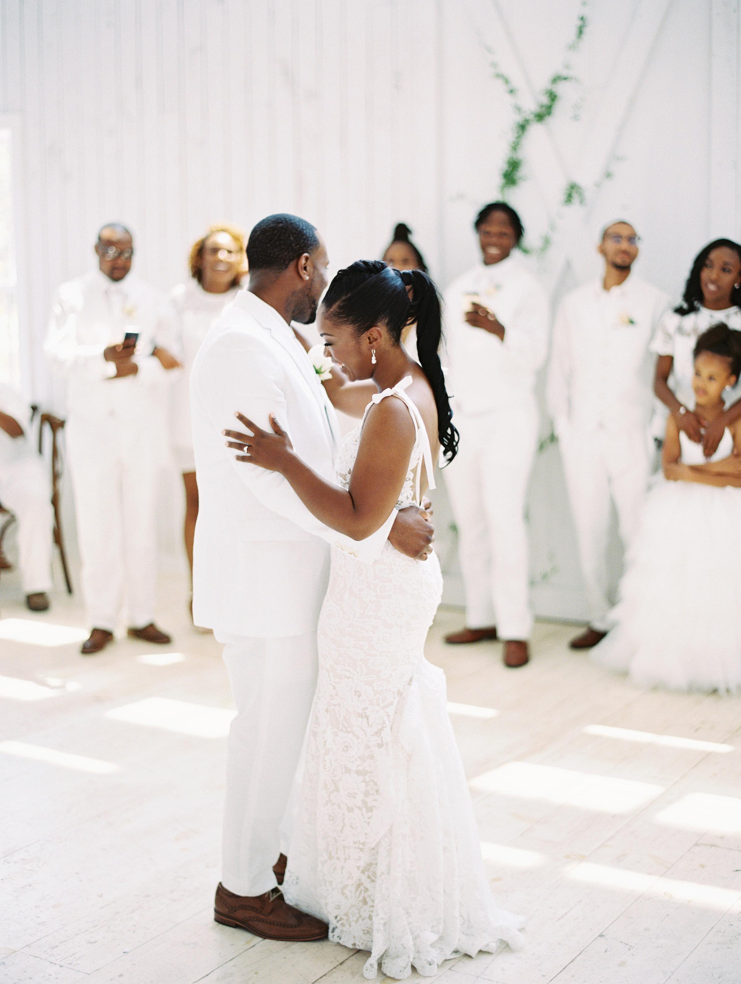 shakira travis wedding first dance couple