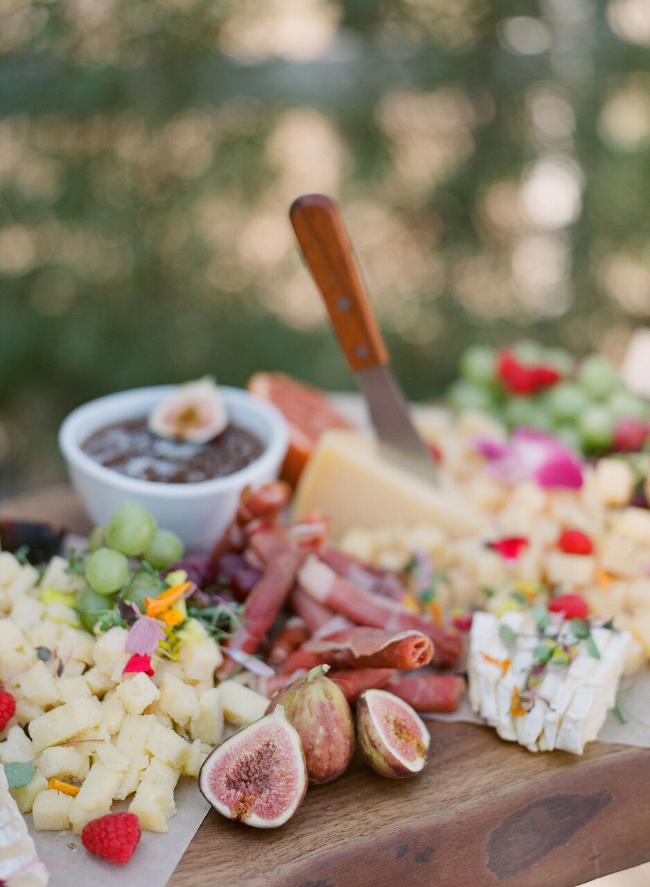 What Should You Serve at Your Springtime Rehearsal Dinner?