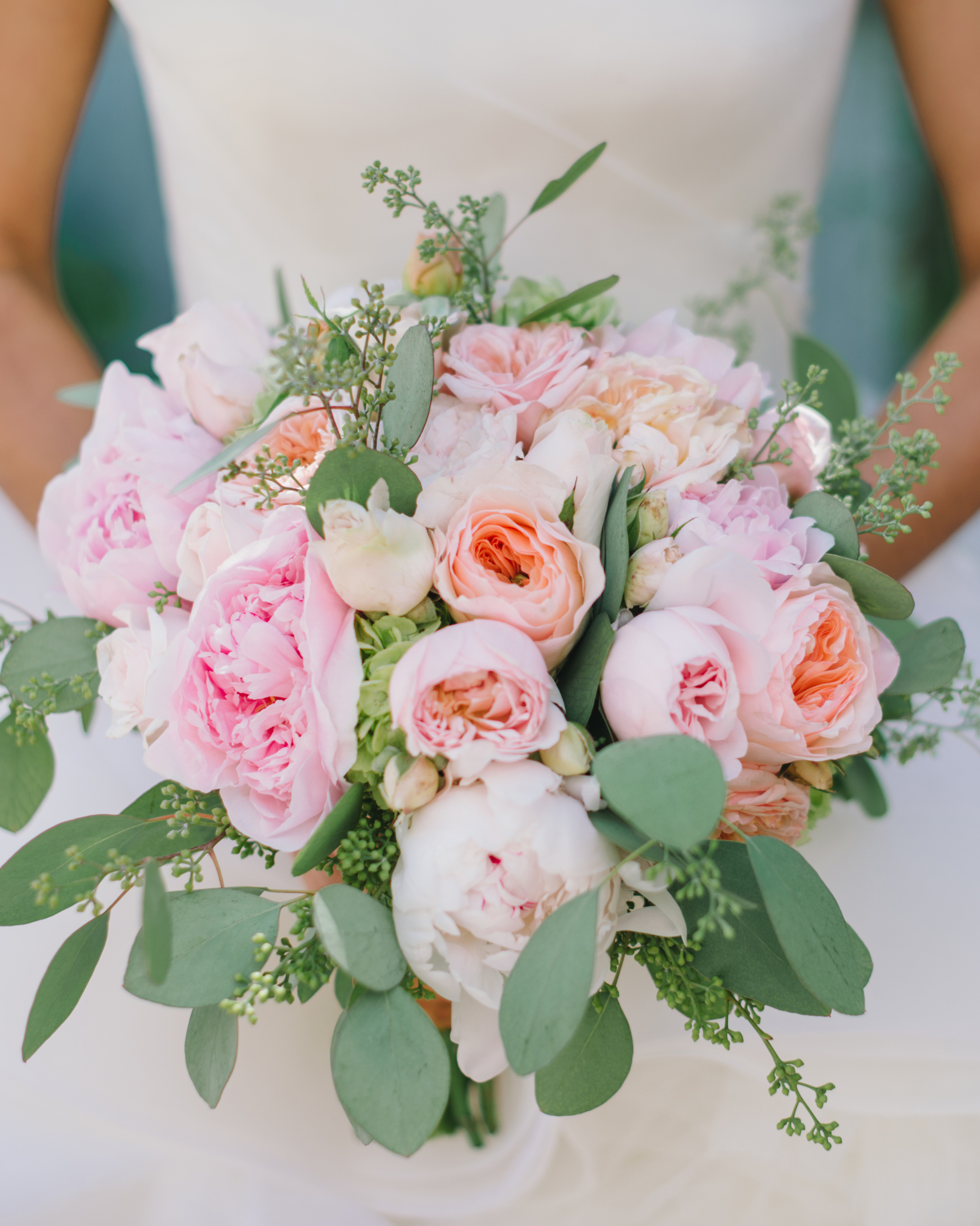 Florists Say These Are the Blooms to Avoid Using in Your Spring Wedding Bouquet