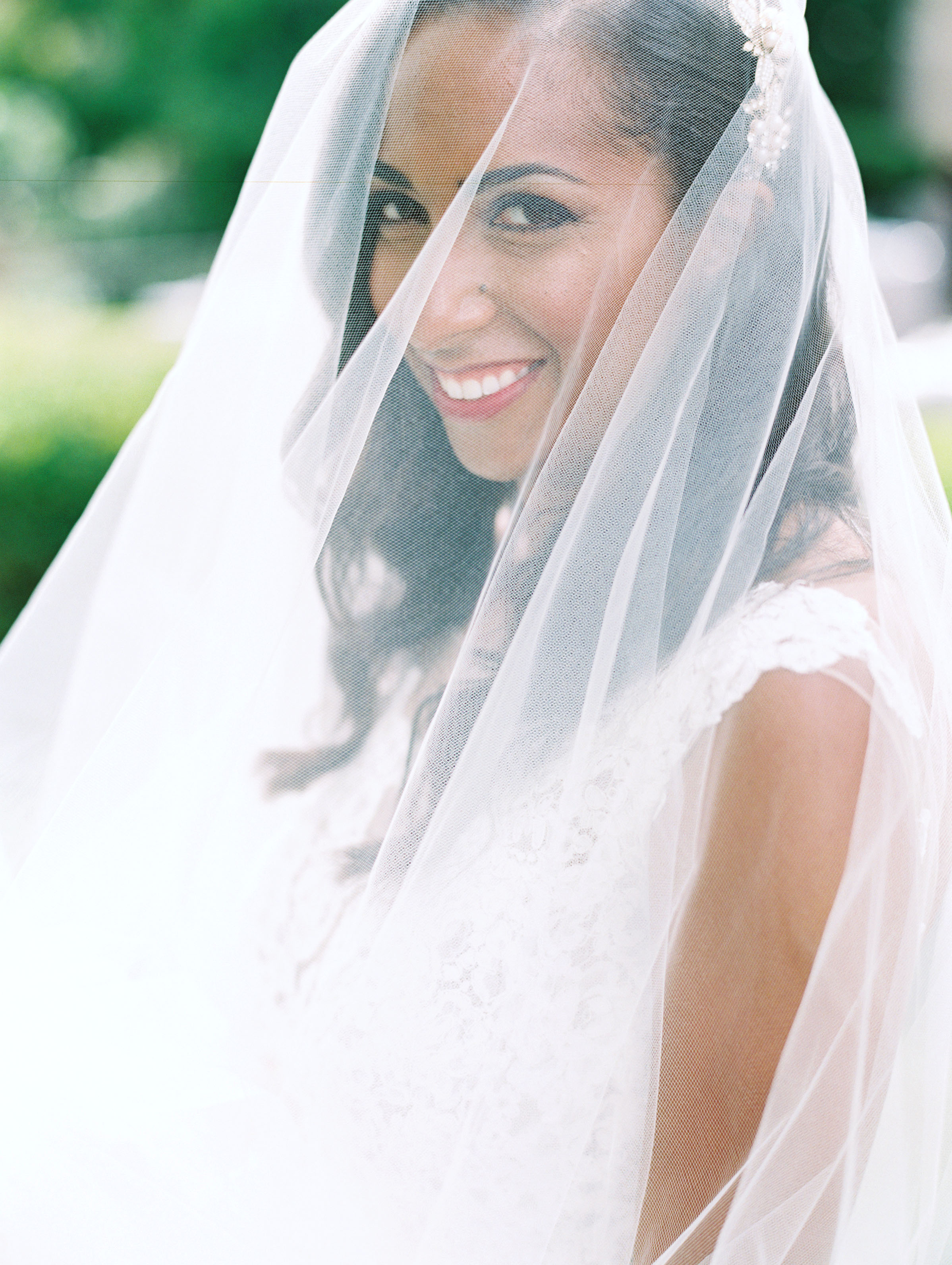 When Should You Remove Your Veil on the Wedding Day?