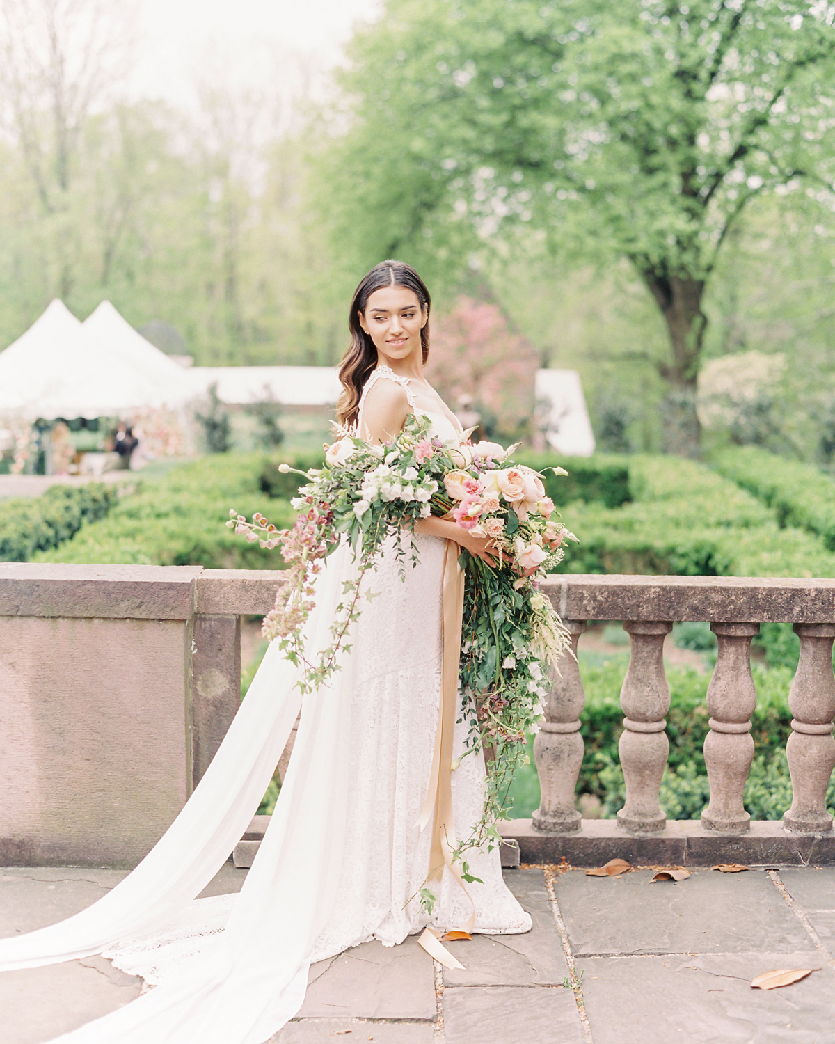 Trending Now: Long-Stemmed Wedding Bouquets