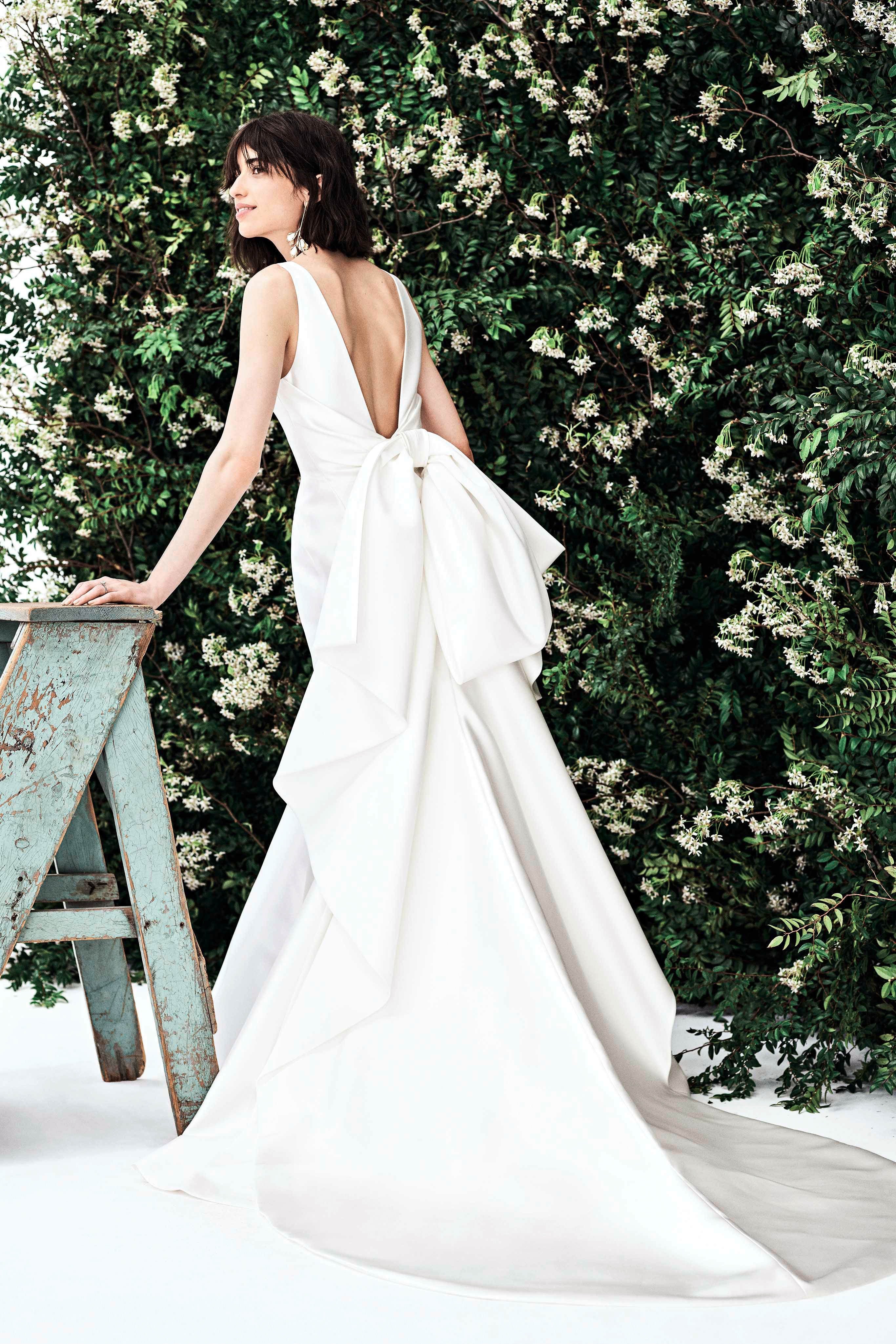 carolina herrera sleeveless low back bow wedding dress spring 2020