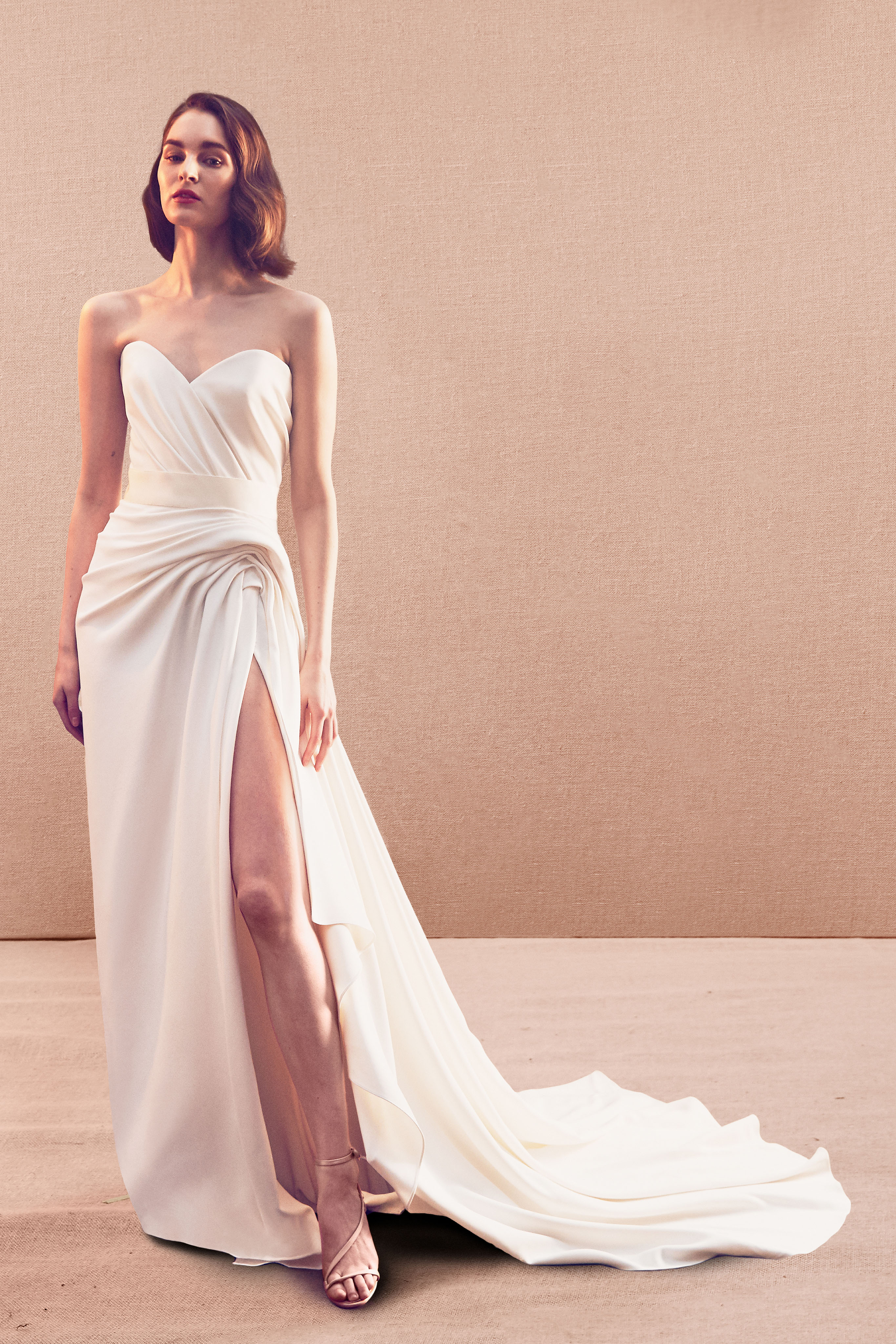 strapless sweetheart ruching side slit train a-line wedding dress Oscar de la Renta Spring 2020