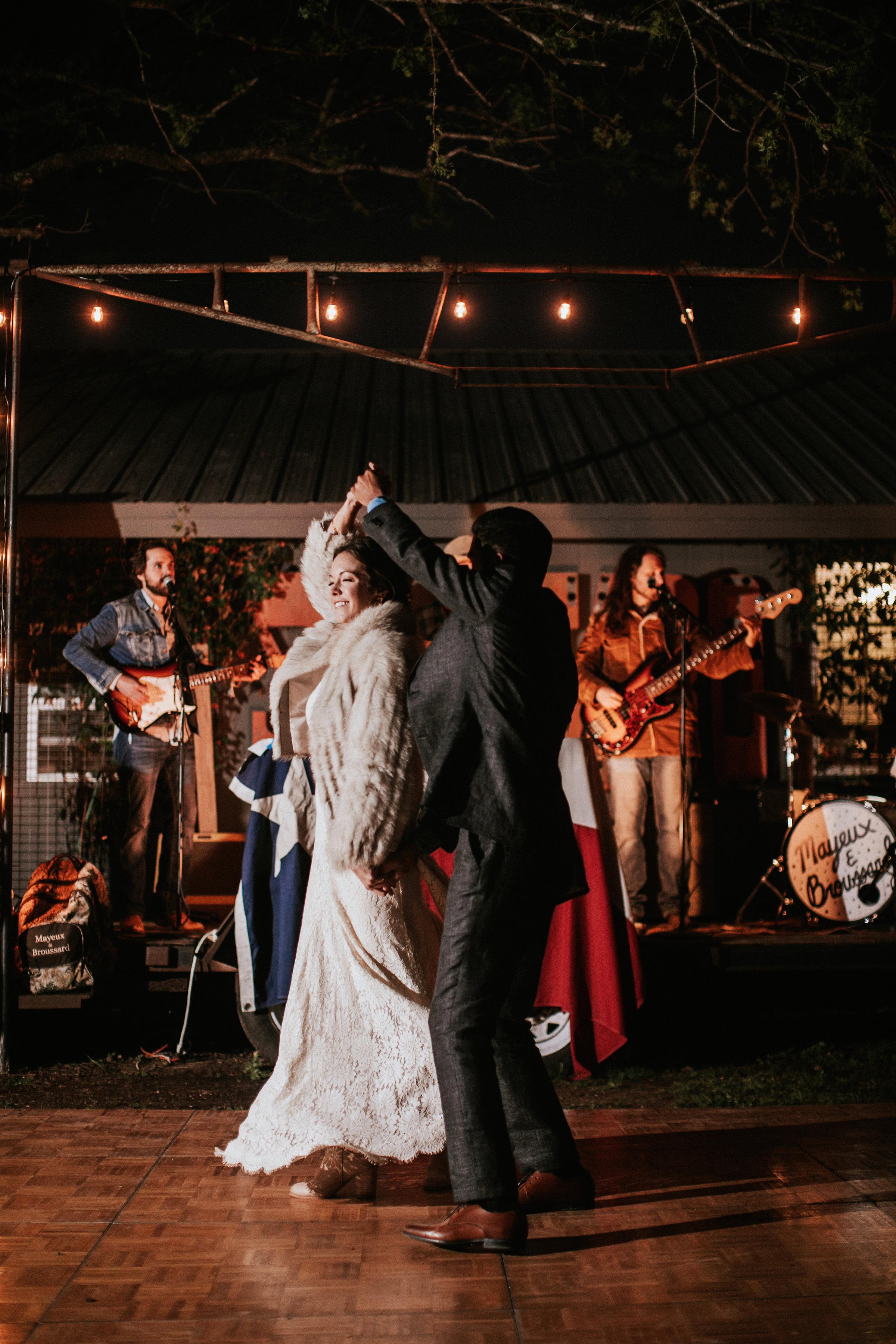 shannon jason wedding first dance couple