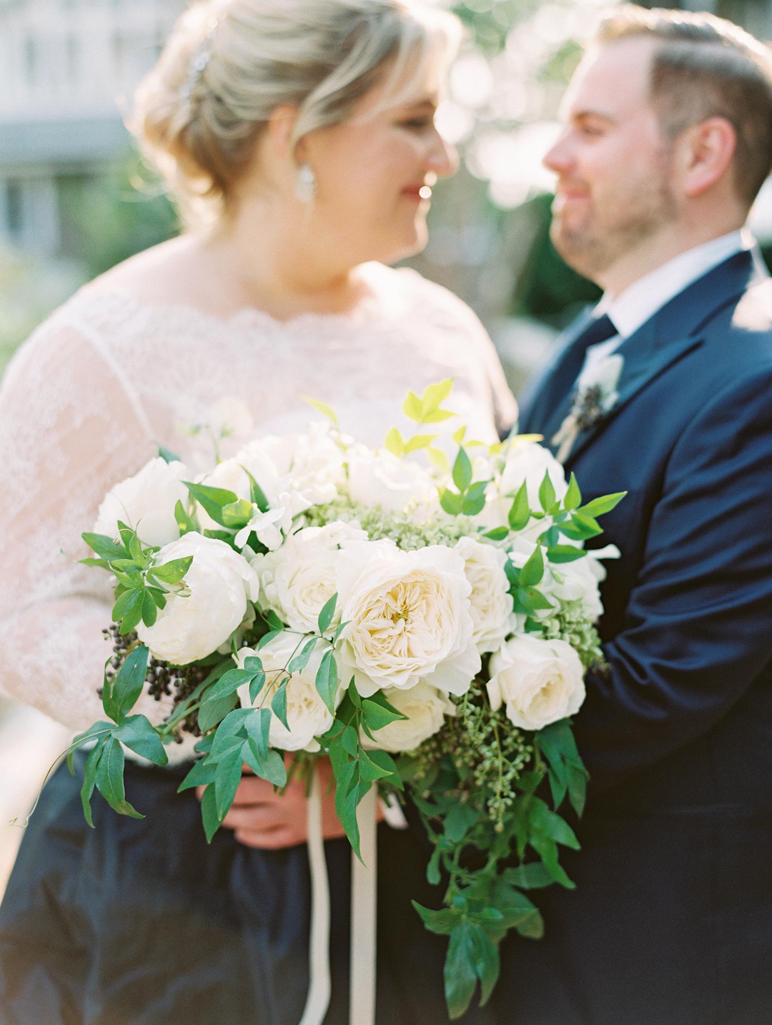elizabeth scott wedding bouquet couple