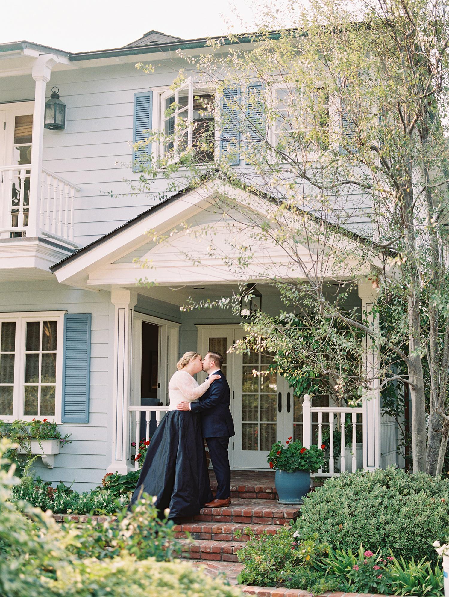 elizabeth scott wedding couple kissing on porch