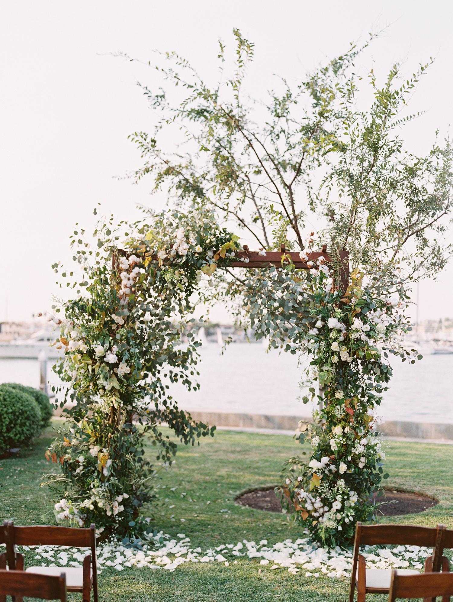 elizabeth scott wedding ceremony arch