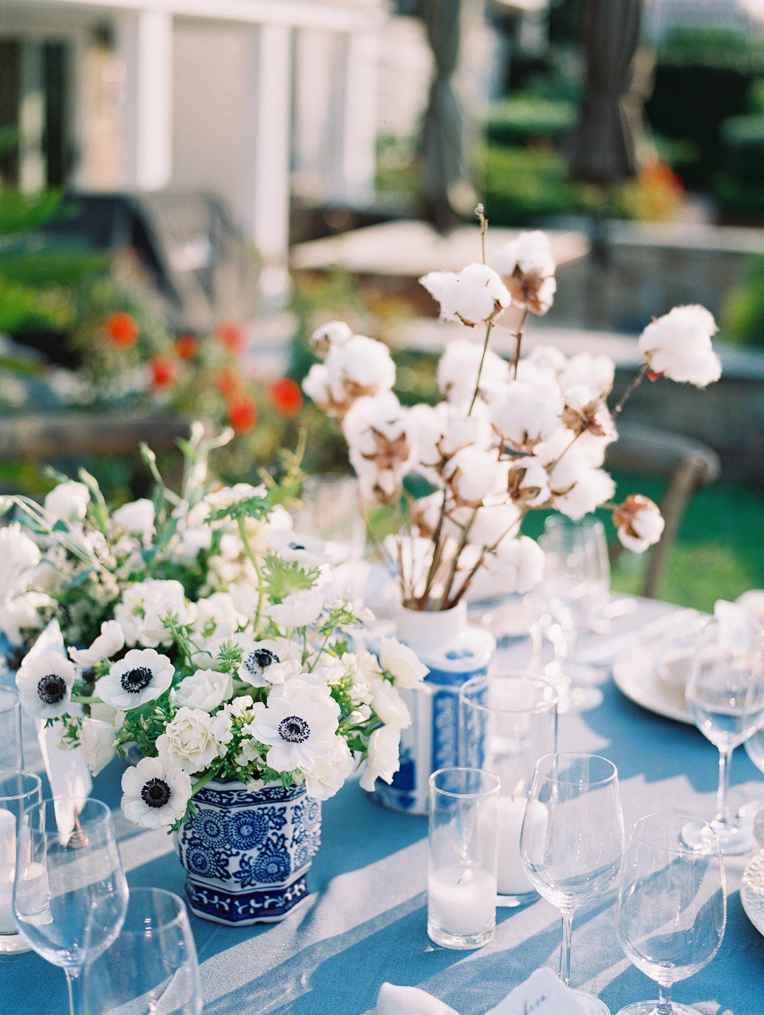 elizabeth scott wedding centerpieces white and blue flower vases