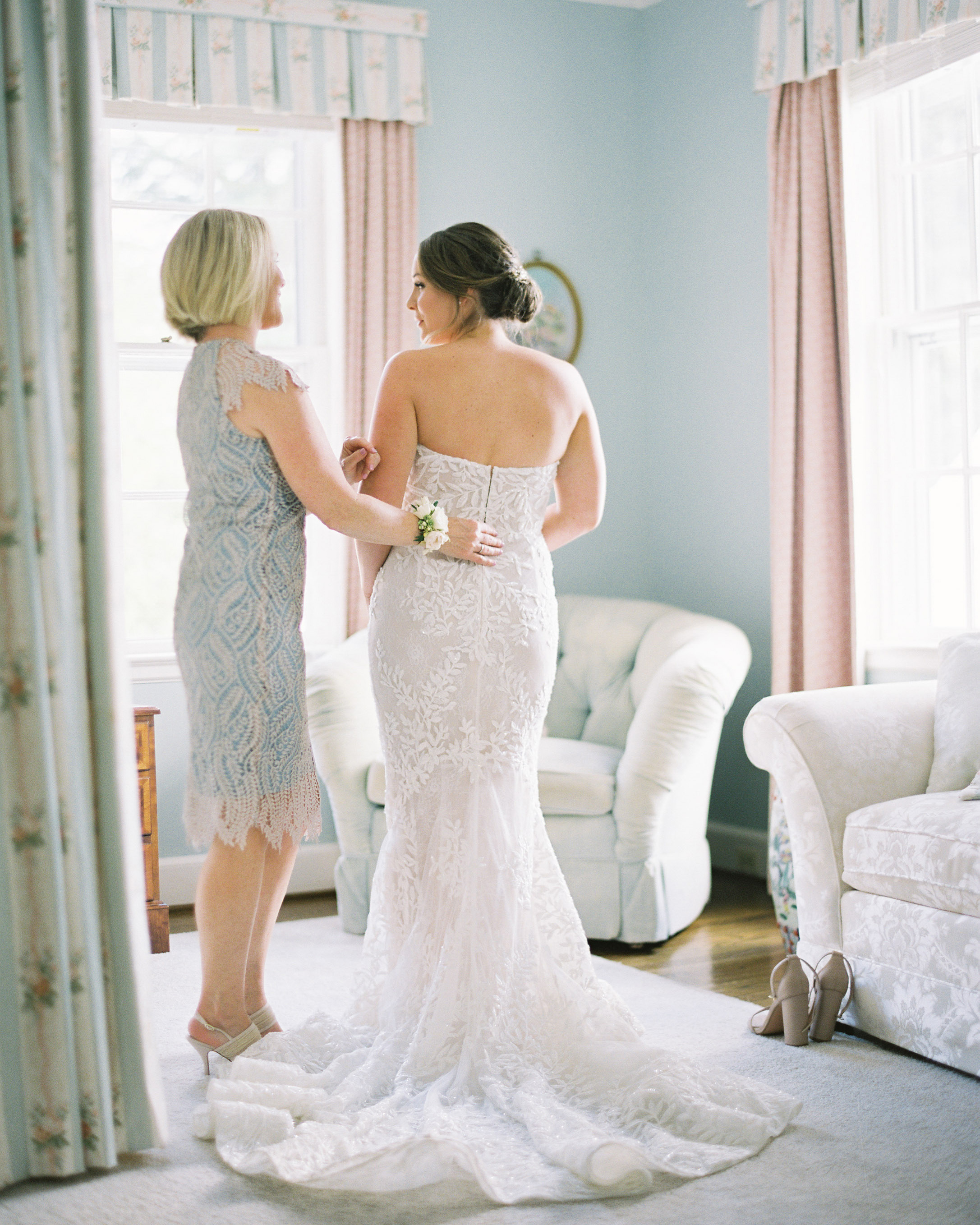 when should your final wedding dress fitting take place