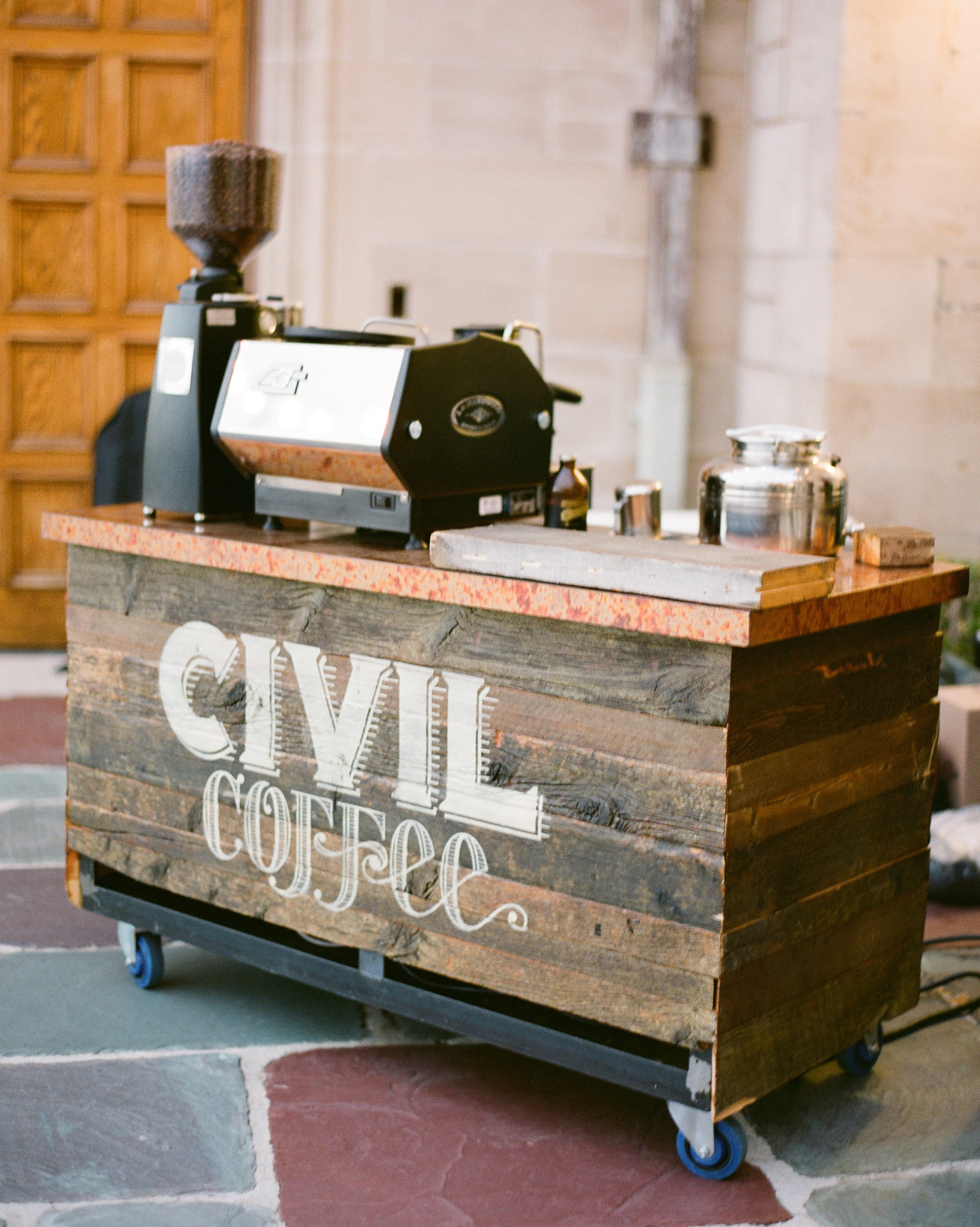 Is It Really Necessary to Serve Coffee and Tea at Your Wedding?
